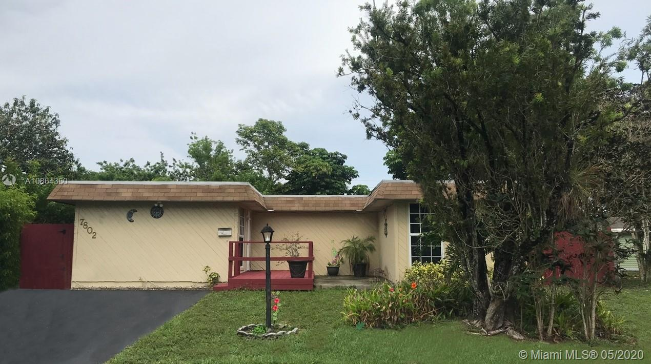 7802 NW 70th Ter  For Sale A10864360, FL