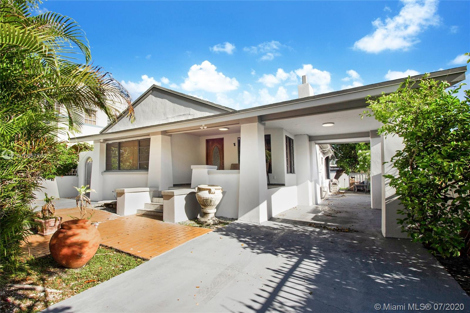 1652 SW 12th St  For Sale A10857760, FL