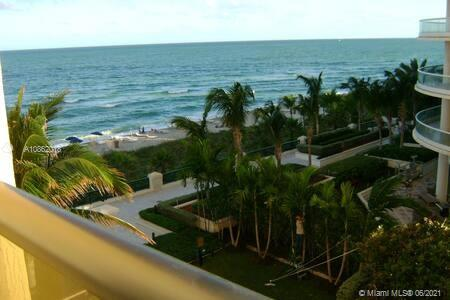 16275  COLLINS AVE   502-1