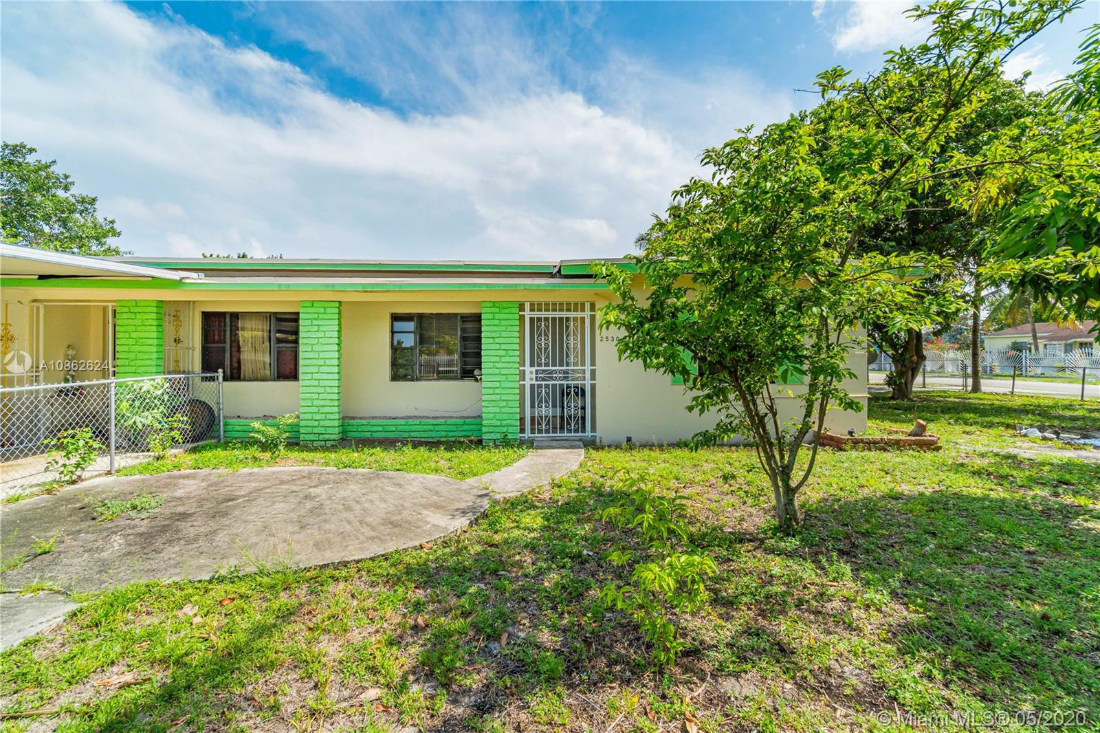 2526 NW 97th St  For Sale A10862624, FL