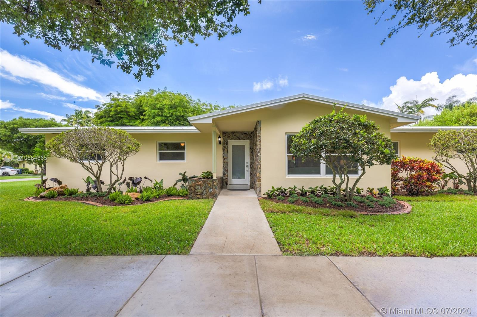 9600 SW 72nd Ct  For Sale A10864835, FL