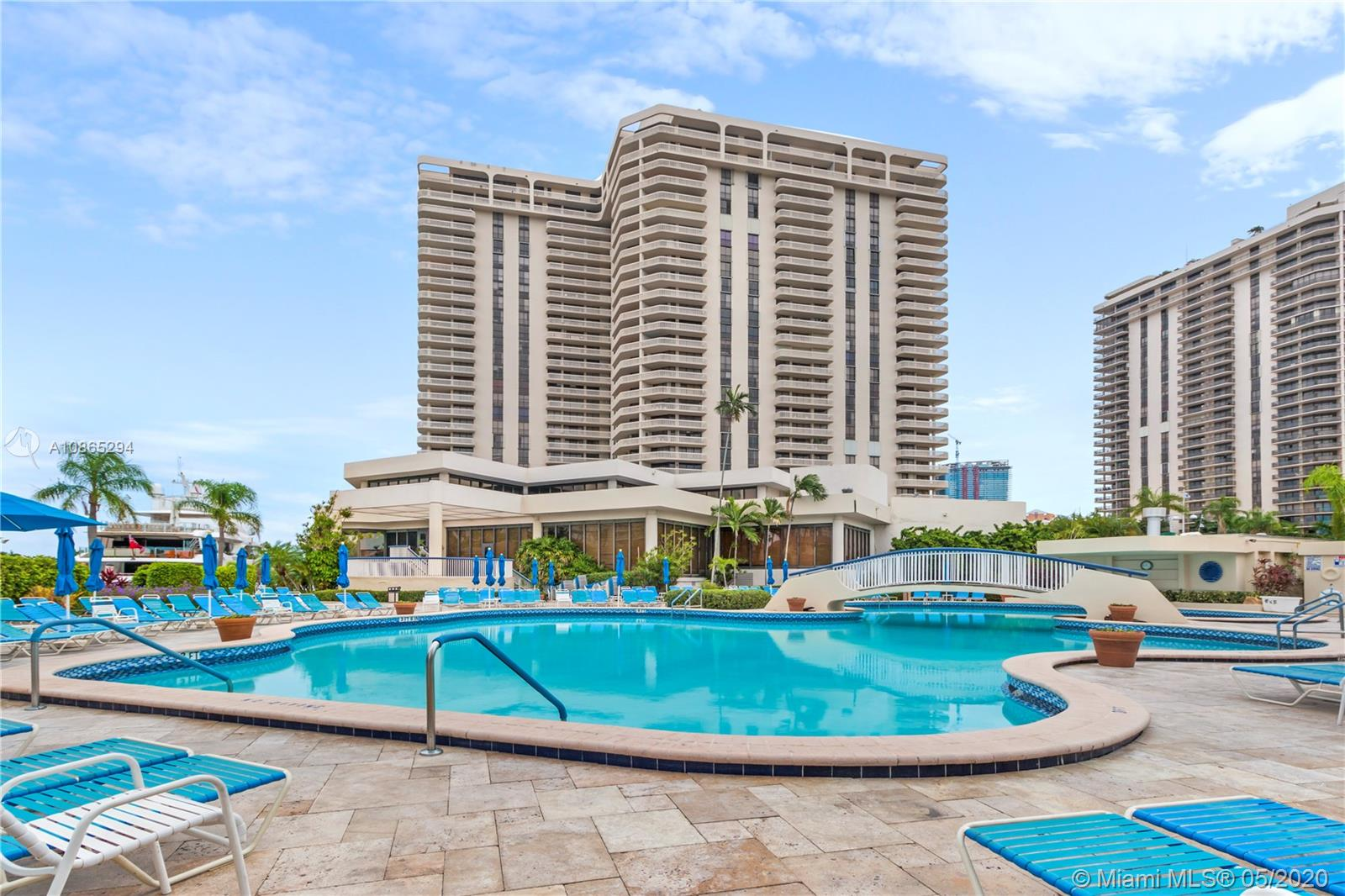 19707  Turnberry Way #23A For Sale A10865294, FL