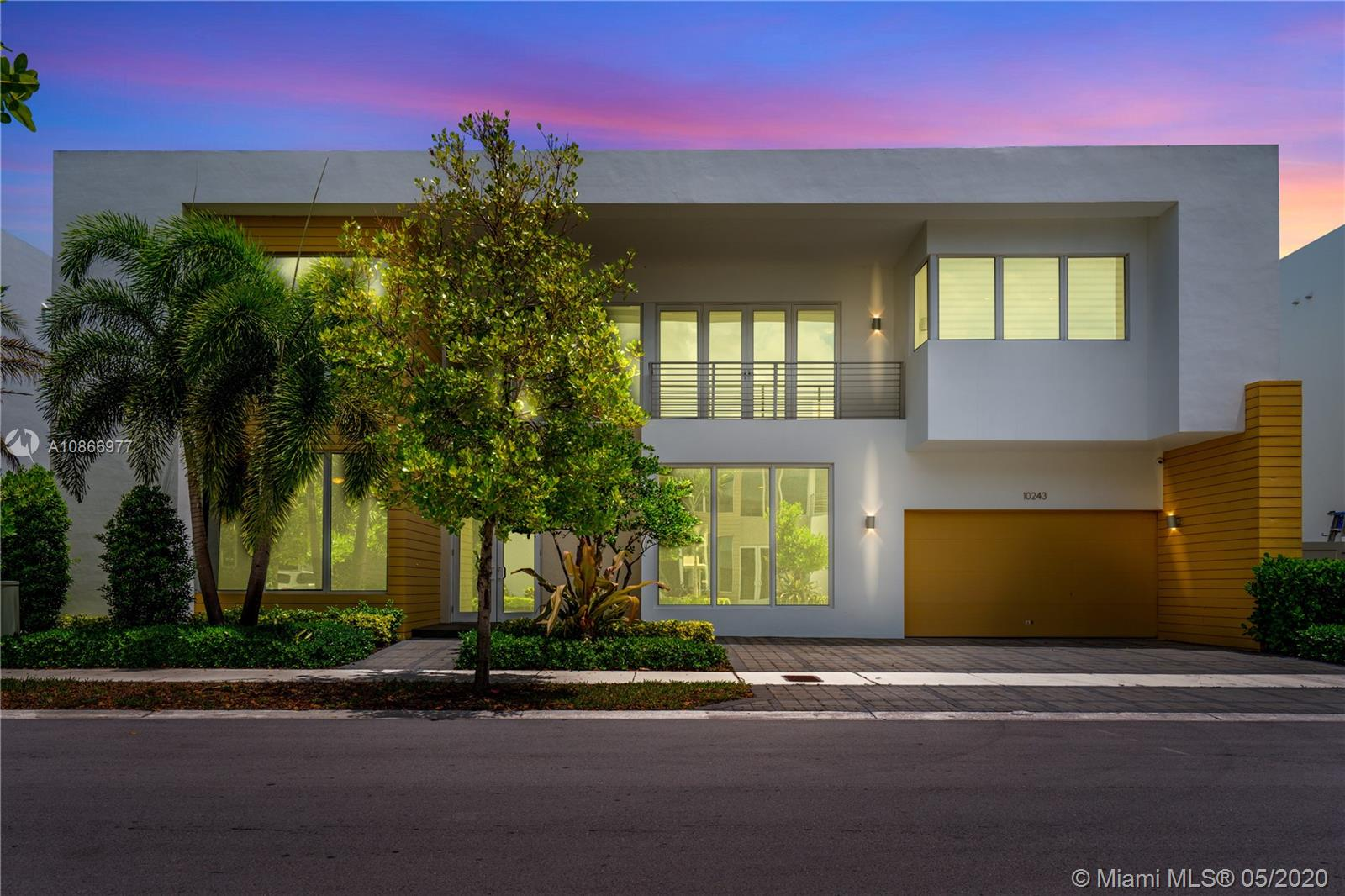 10243 NW 74th Ter  For Sale A10866977, FL
