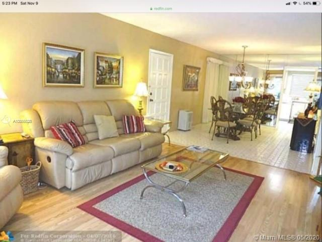 NICE CONDO IN A GARDEN STYLE ENVIRONMENT .  QUIET COMMUNITY WITH GATED SECUIRTY . IN THE MIDDLE OF EVERYTHING : SHOPPINGS, SCHOOLS, HIGHWAYS AND MORE . HURRY !