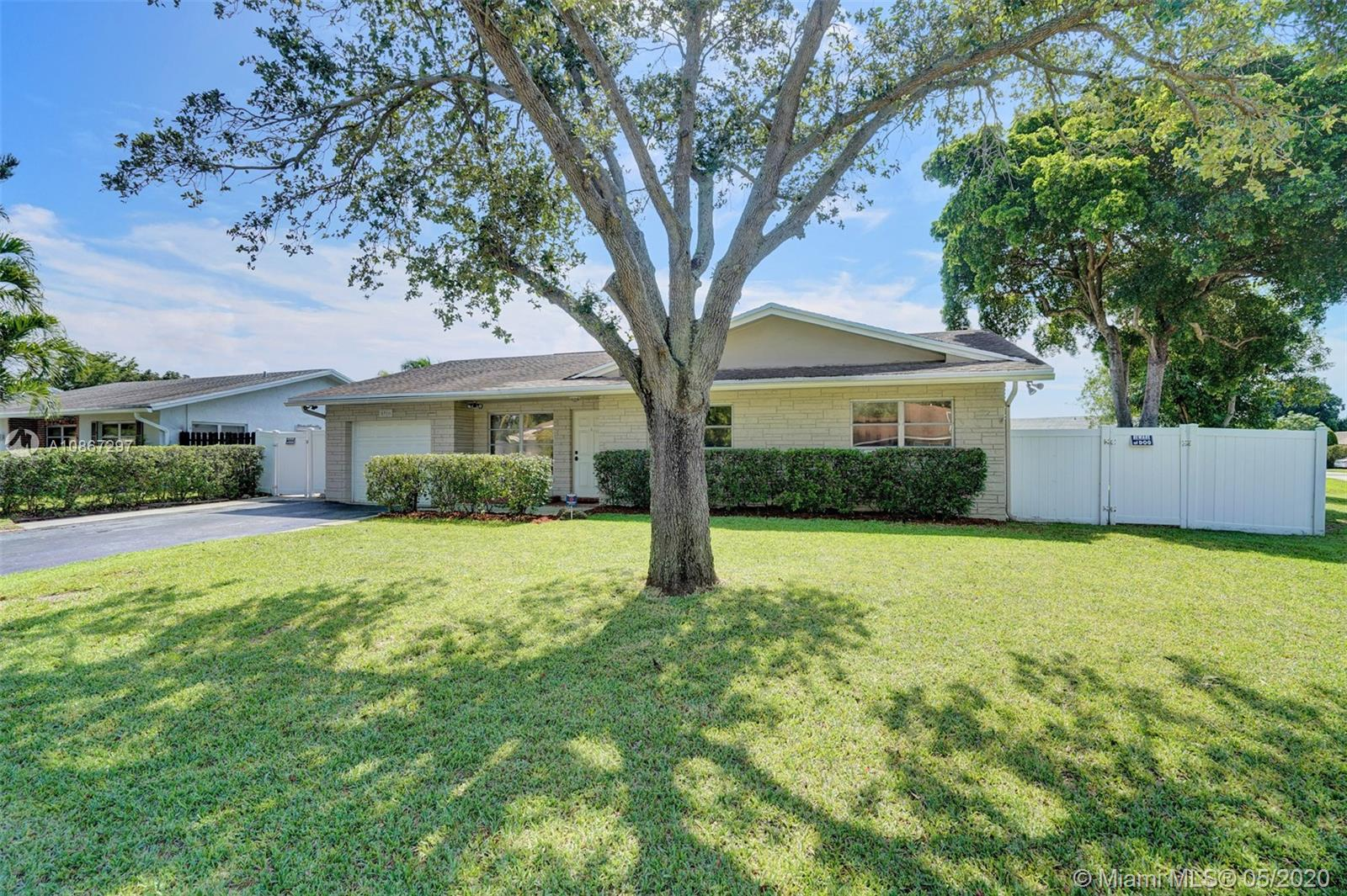 6916 NW 34th Ave  For Sale A10867297, FL