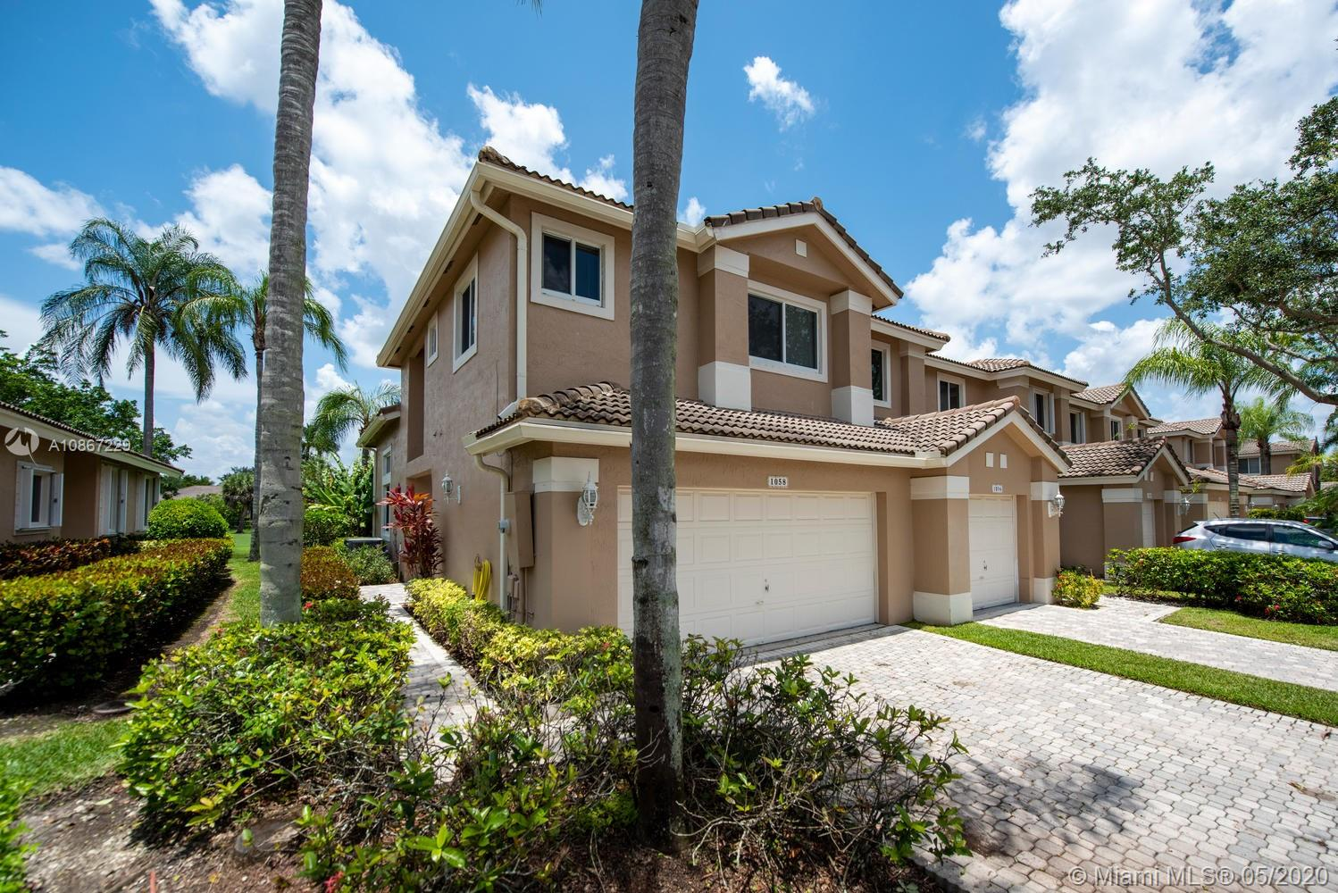 THIS RARELY AVAILABLE CORNER UNIT BOASTS PLENTY OF NATURAL LIGHT, FRESHLY PAINTED INTERIOR, NEW CARPET UPSTAIRS, PROFESSIONALLY STEAMED, NEUTRAL TILE DOWNSTAIRS. STAINLESS STEEL APPLIANCES, CONTEMPORARY LIGHTING AND PLUMBING FIXTURES. BEAUTIFULLY REMODELED MODERN MASTER BATHROOM.  HUGE LIVING AREAS AND A BEAUTIFUL VIEW OF THE GOLF COURSE FROM THE PATIO.  