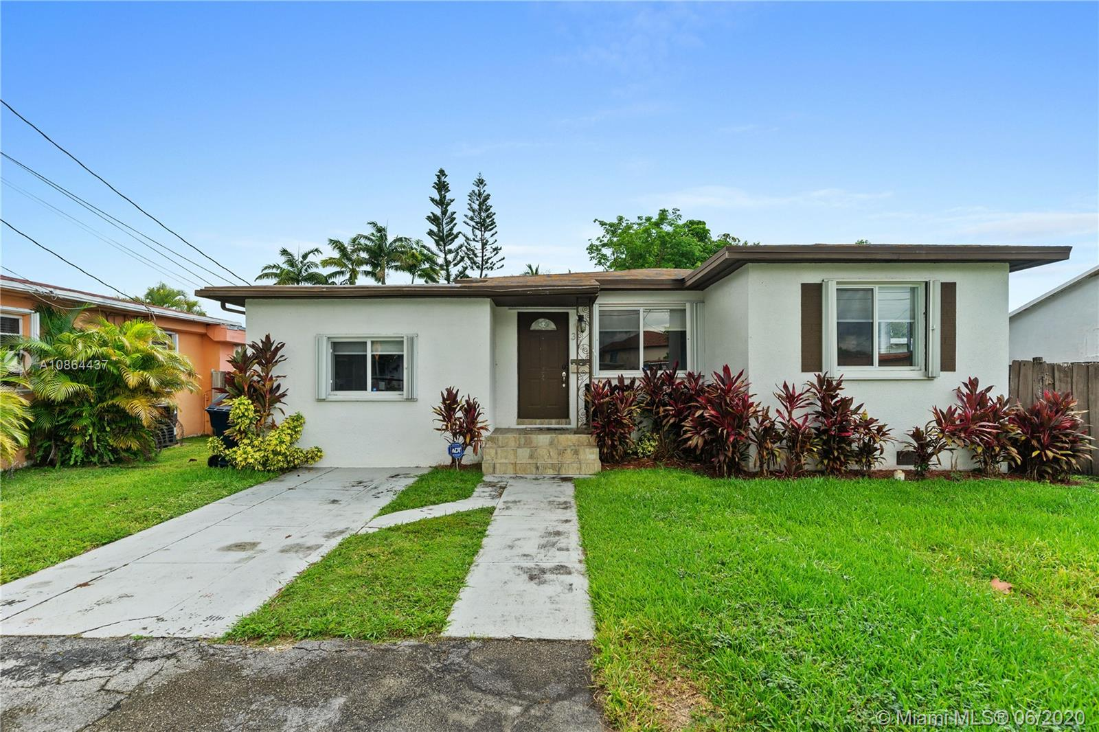 3041 SW 64th Ave  For Sale A10864437, FL