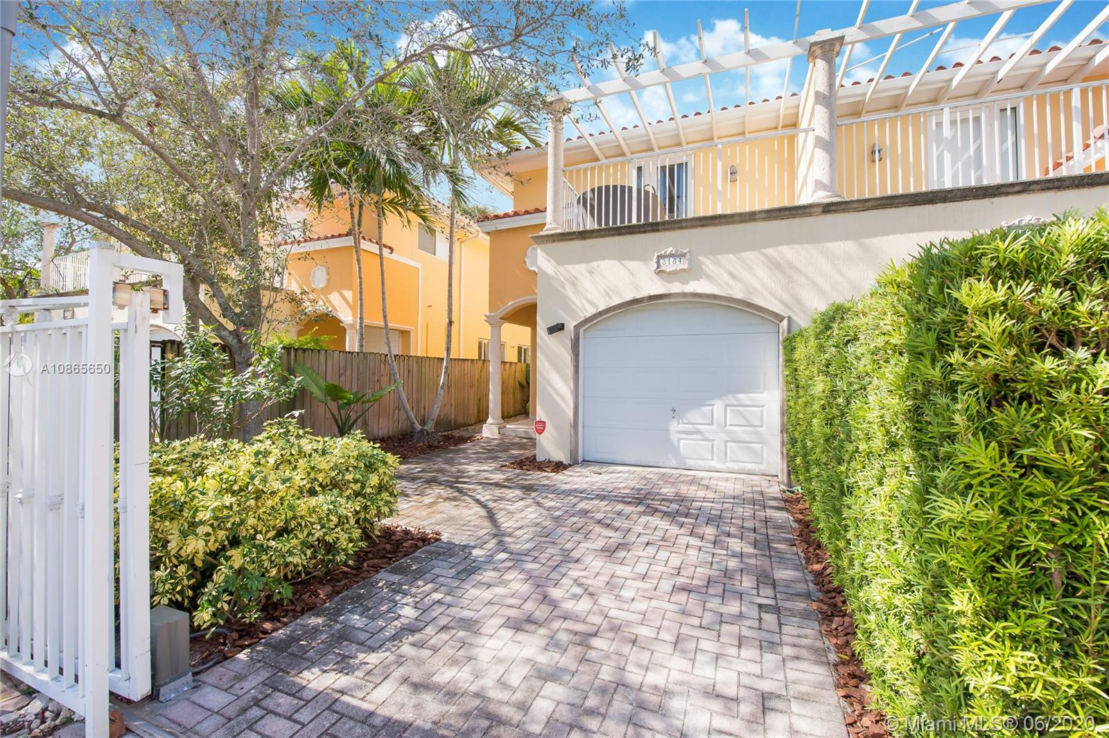 3184  New York St #3184 For Sale A10865650, FL