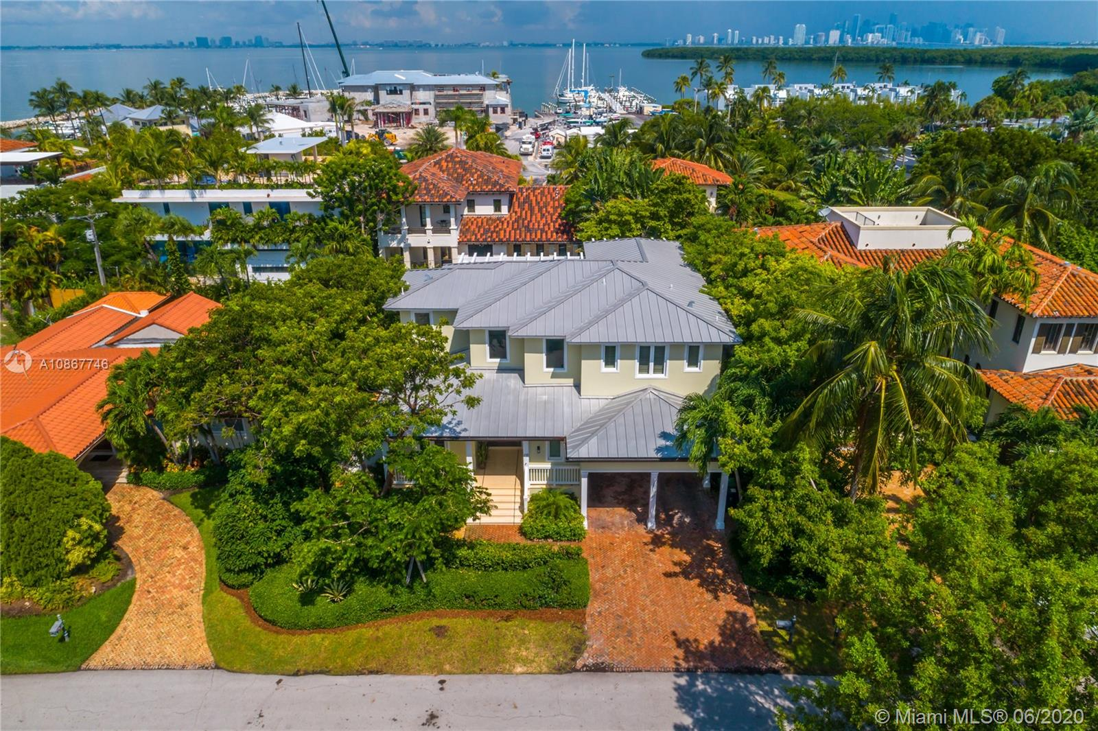 215  Buttonwood Drive  For Sale A10867746, FL