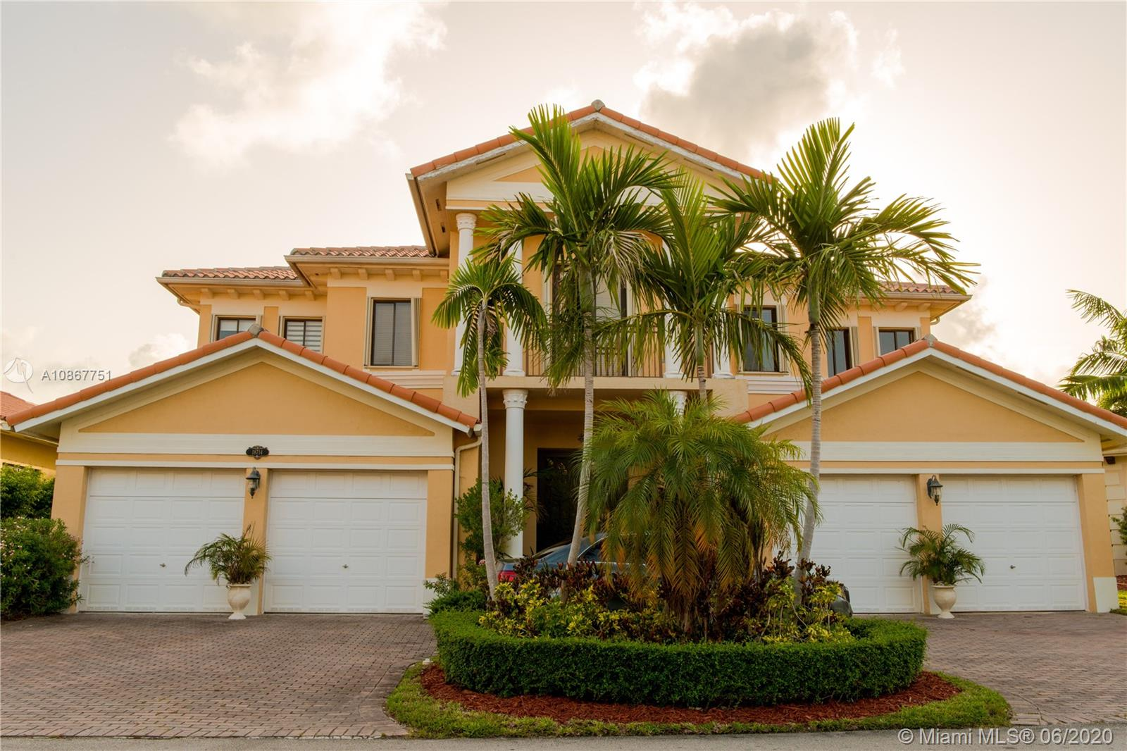18714 SW 76th Ct  For Sale A10867751, FL