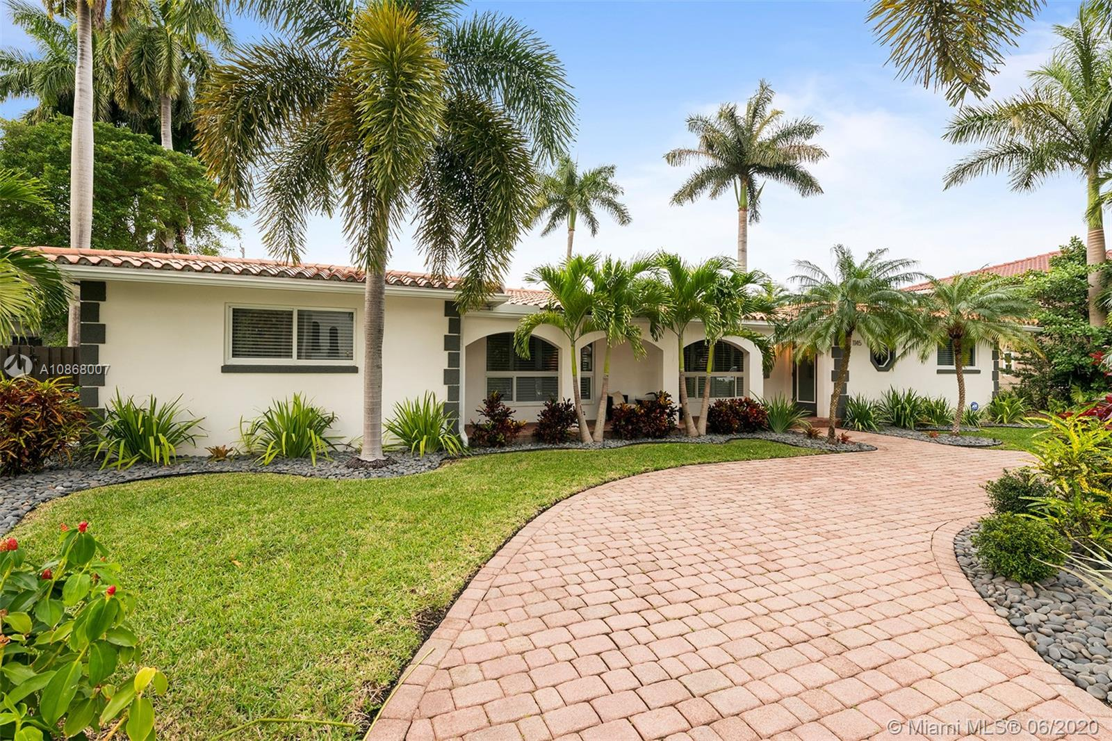 1145  Tyler St  For Sale A10868007, FL