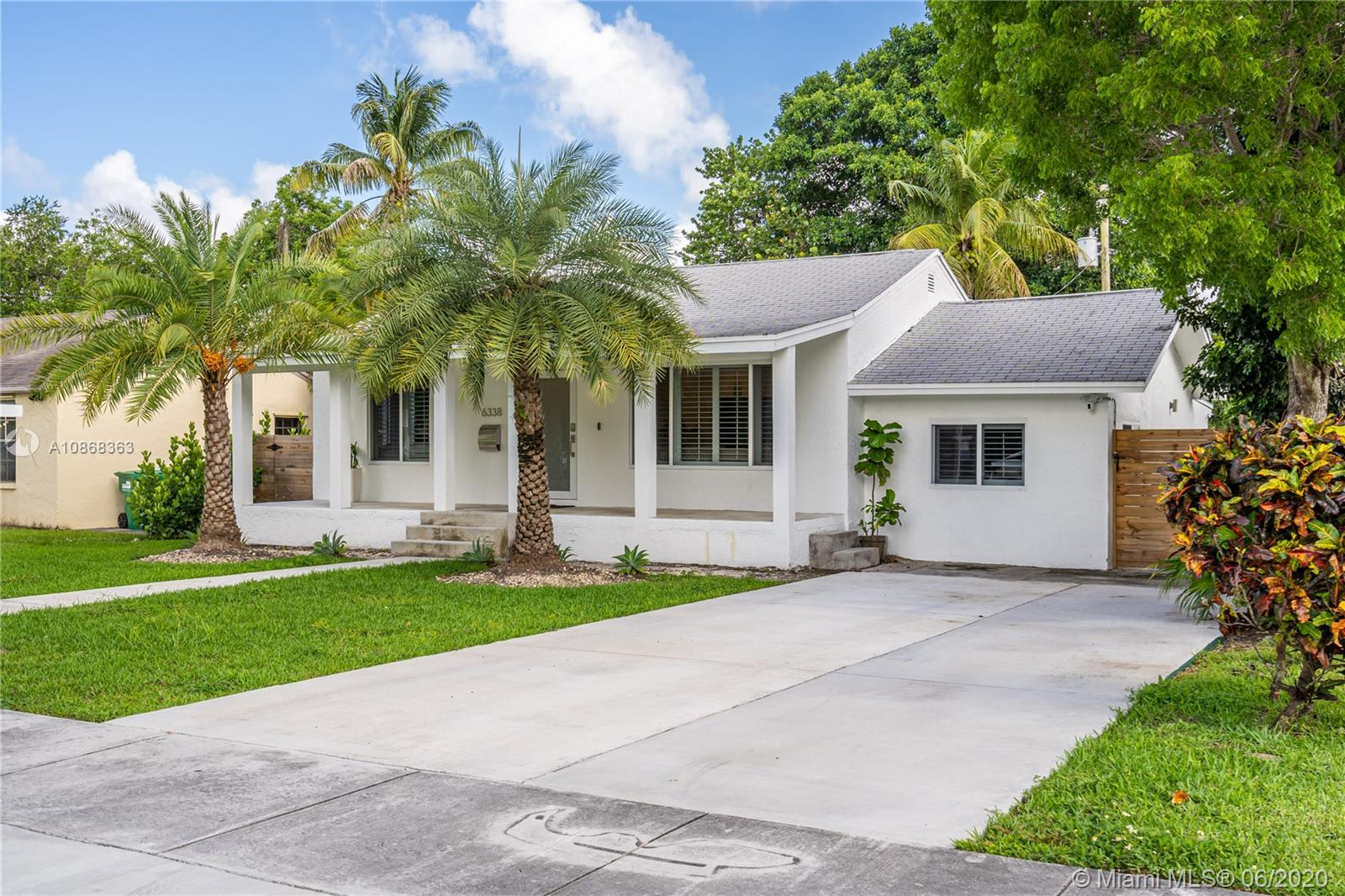 6338 SW 37th St  For Sale A10868363, FL