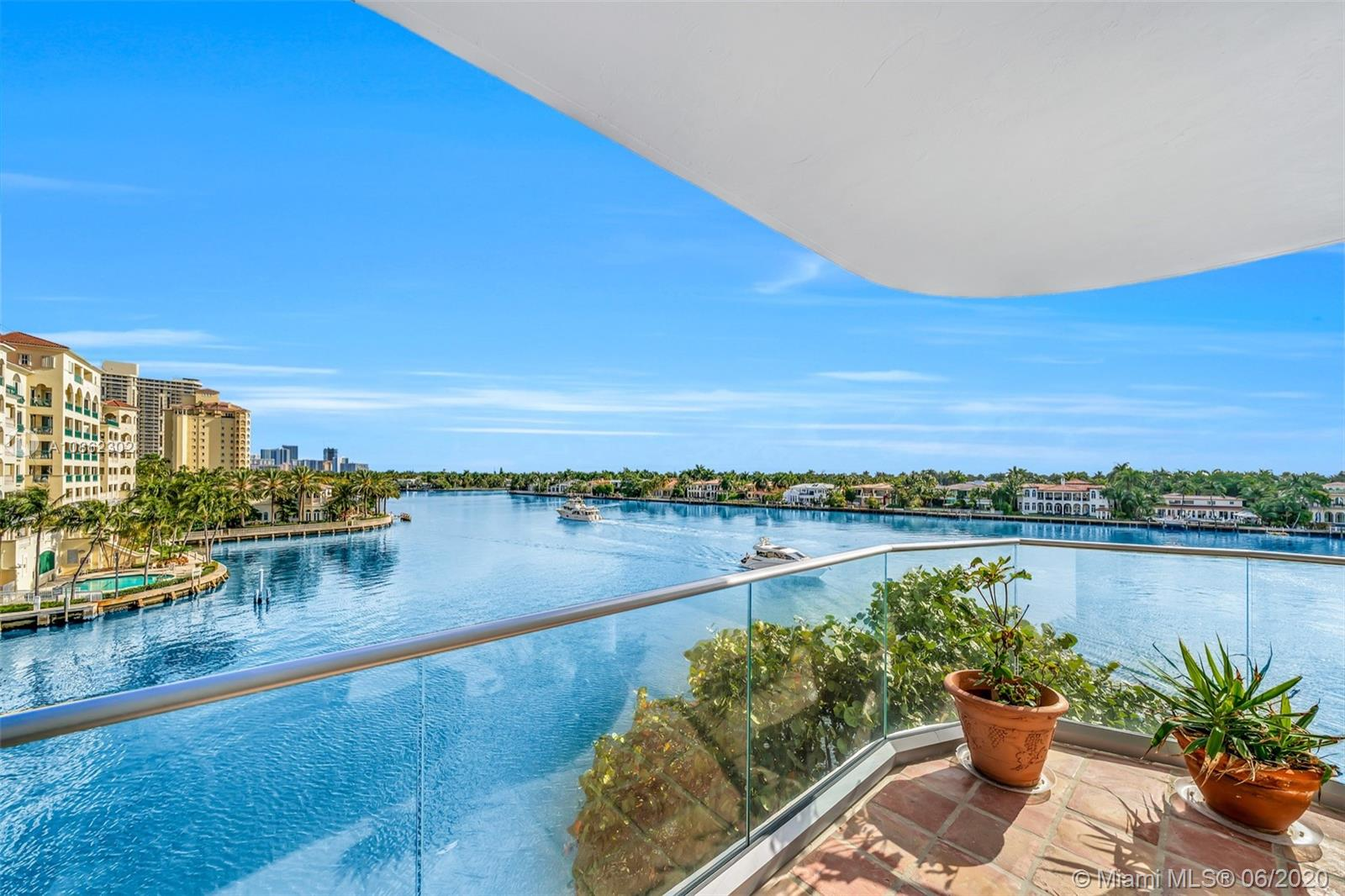 19707  Turnberry Way #5J For Sale A10862302, FL