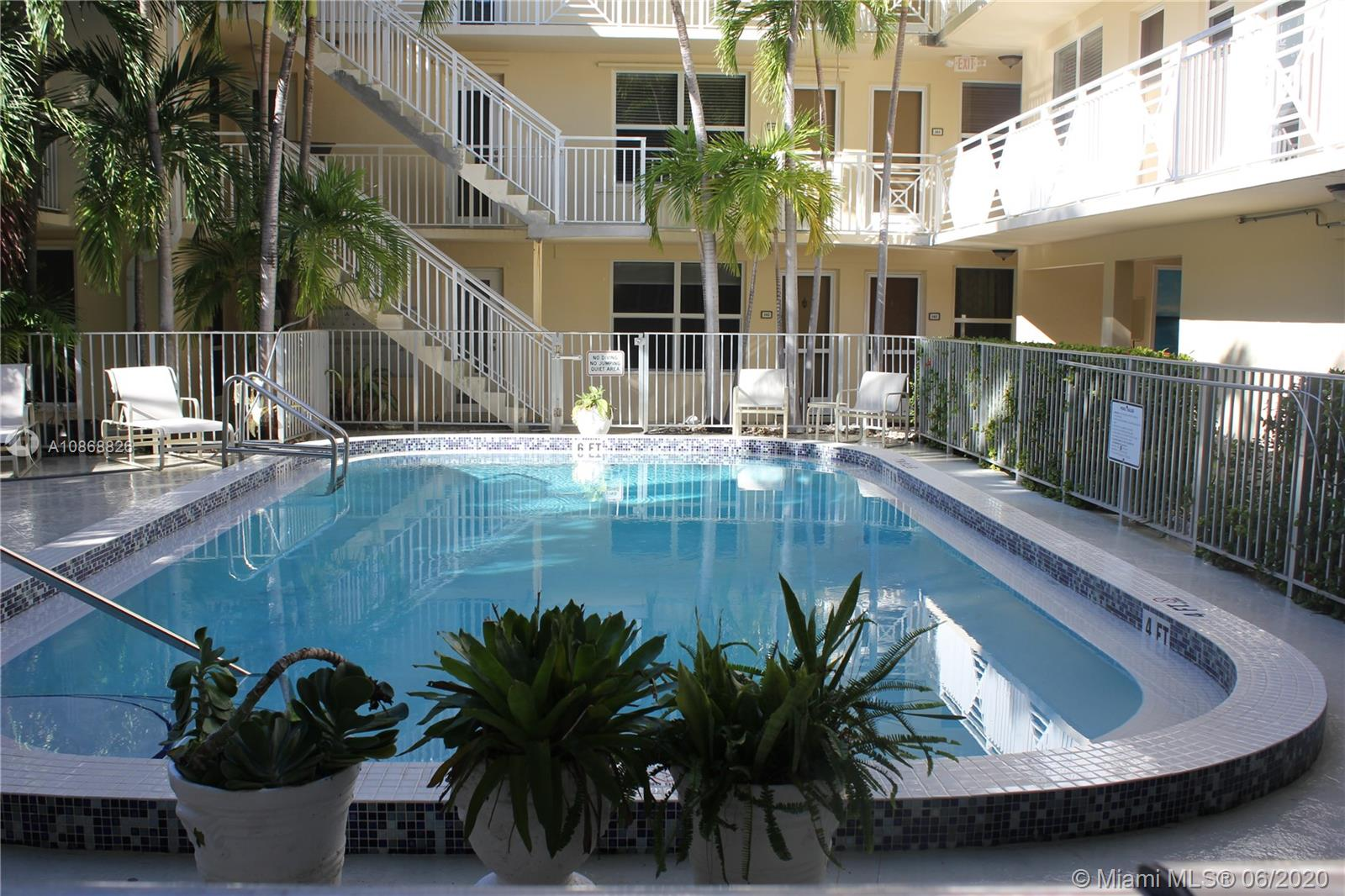 Beautiful 1B 1B apartment in Key Biscayne, walking distance from grocery store, pharmacy and restaurants. Also a block away from the beach access. Excellent location