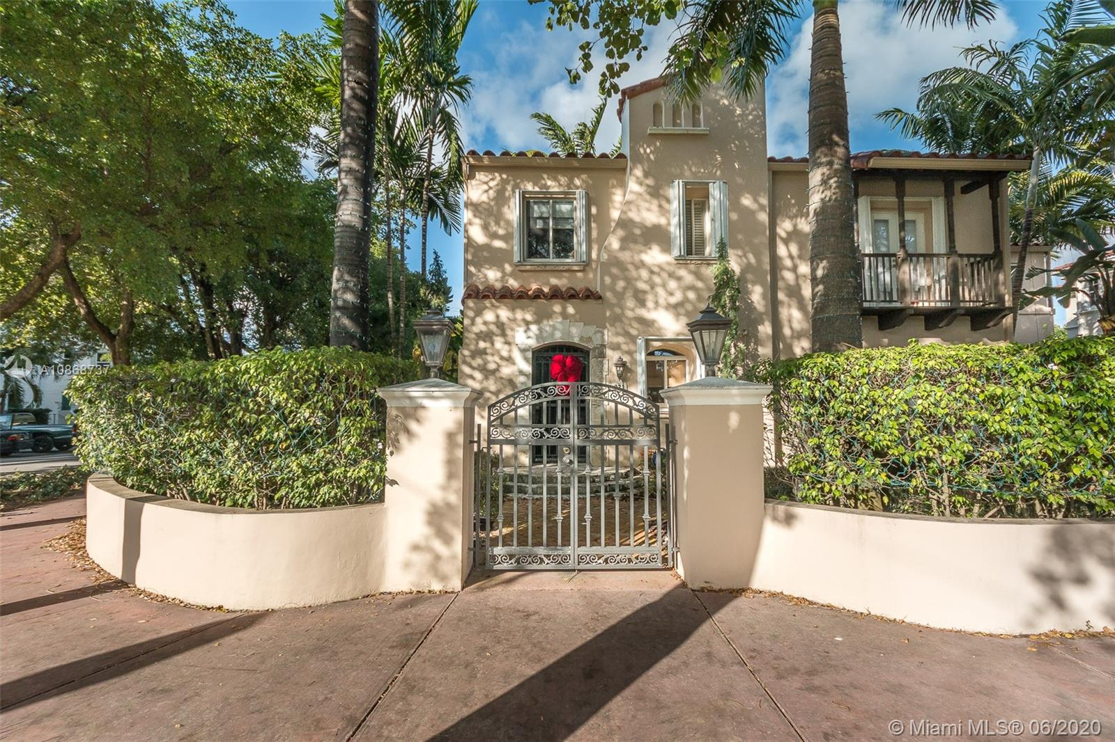 921 W 46th St  For Sale A10868737, FL