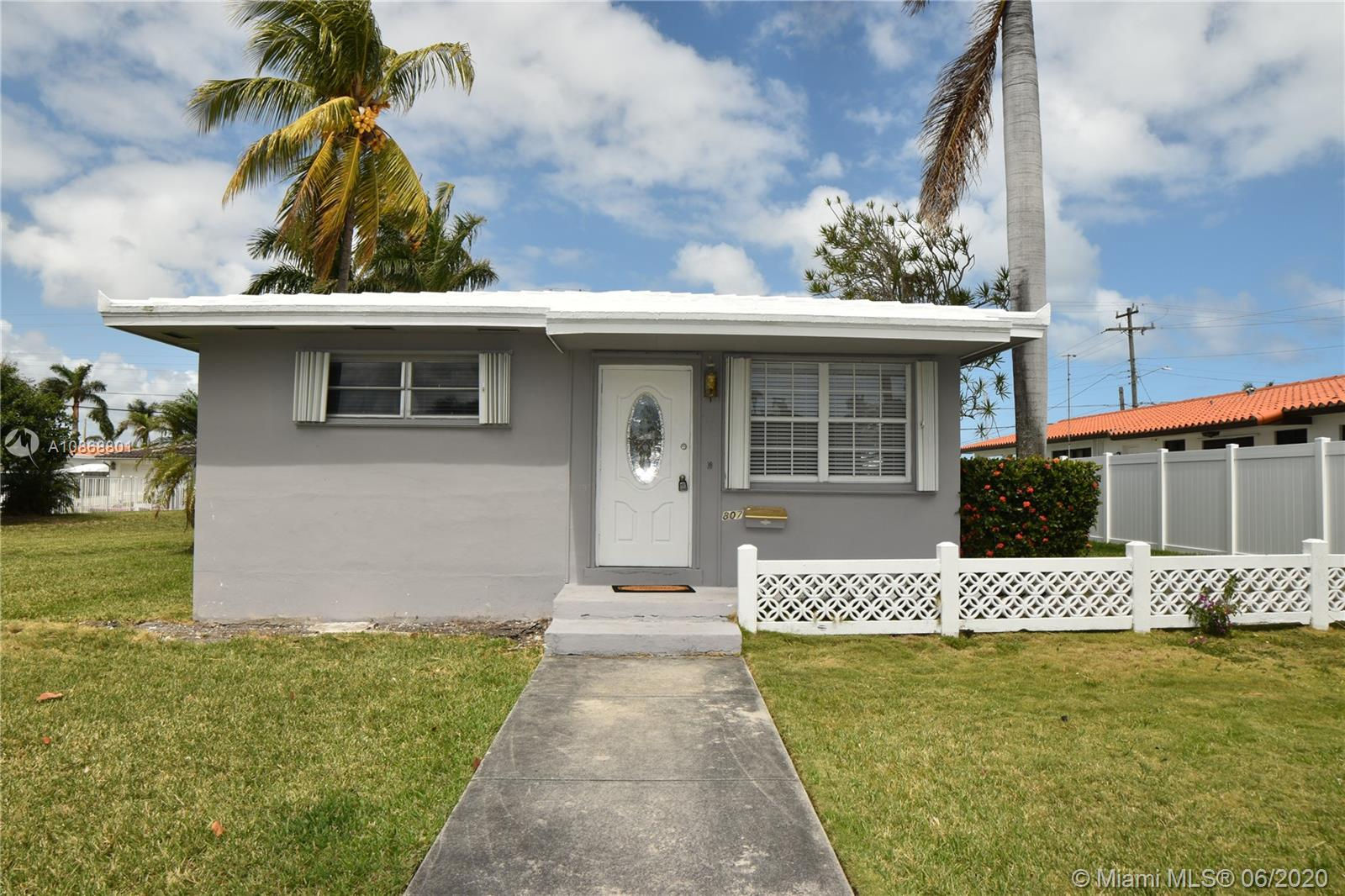 807  Tyler St  For Sale A10868801, FL