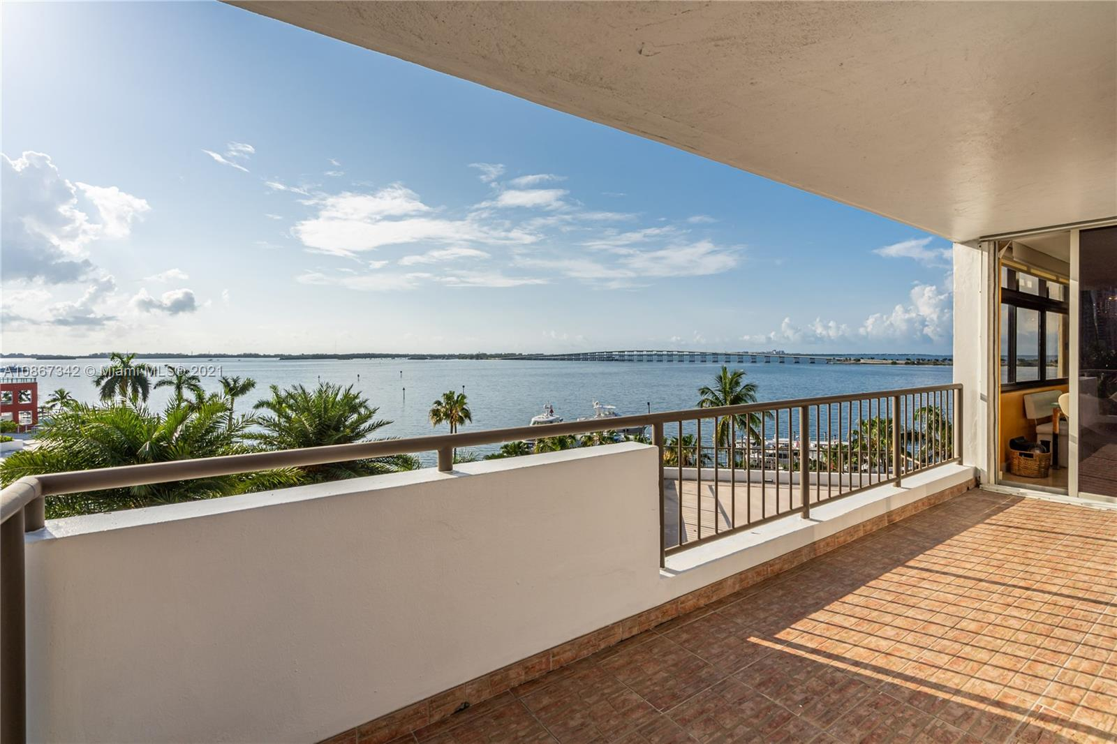 Amazing 3 Bedroom / 4.5 Bath unit at Villa Regina. Separate Master Suite with his/her bathrooms and walk-in closets. Separate Laundry Room. Over 3,000 sq ft plus almost 900 sq ft of balcony. Amenities include 24 hour concierge and security, BBQ area, extra large party room, pool and jacuzzi, guarded gate, fully equipped gym with sauna and steam room, children playroom. Walking distance to St Jude Church, Publix, Mary Brickell Village and Metrorail.