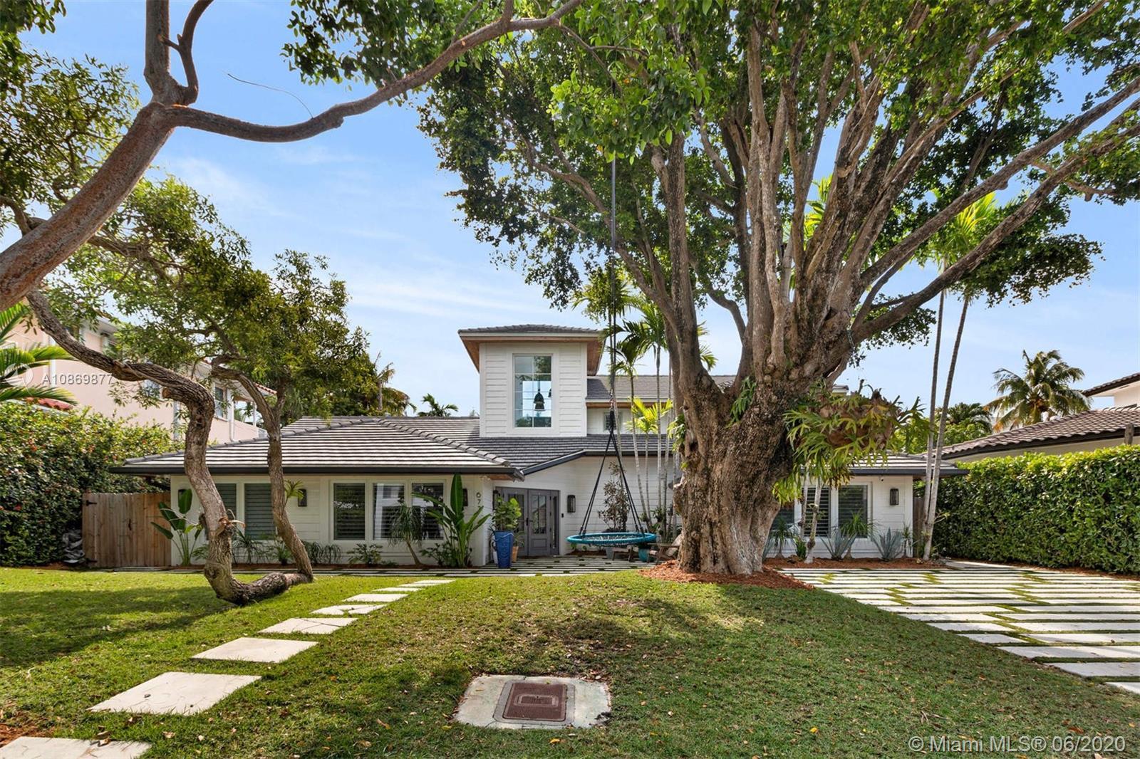677  Ridgewood Rd  For Sale A10869877, FL