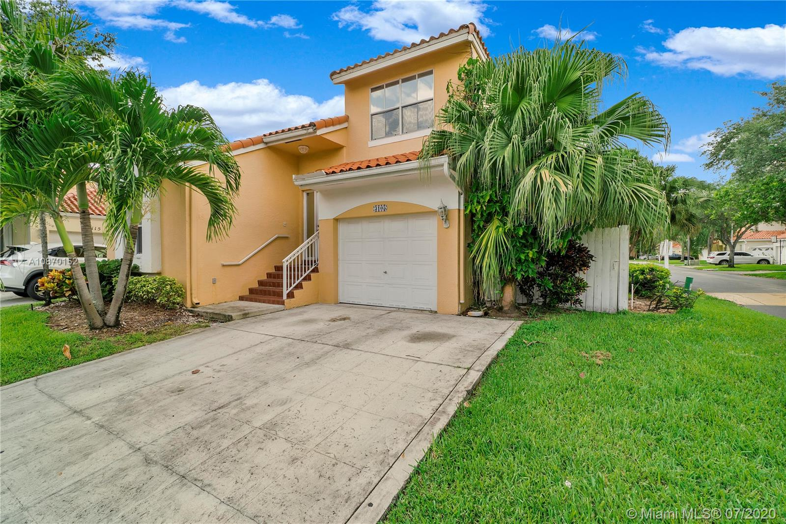 3105 N 38th Ave  For Sale A10870152, FL