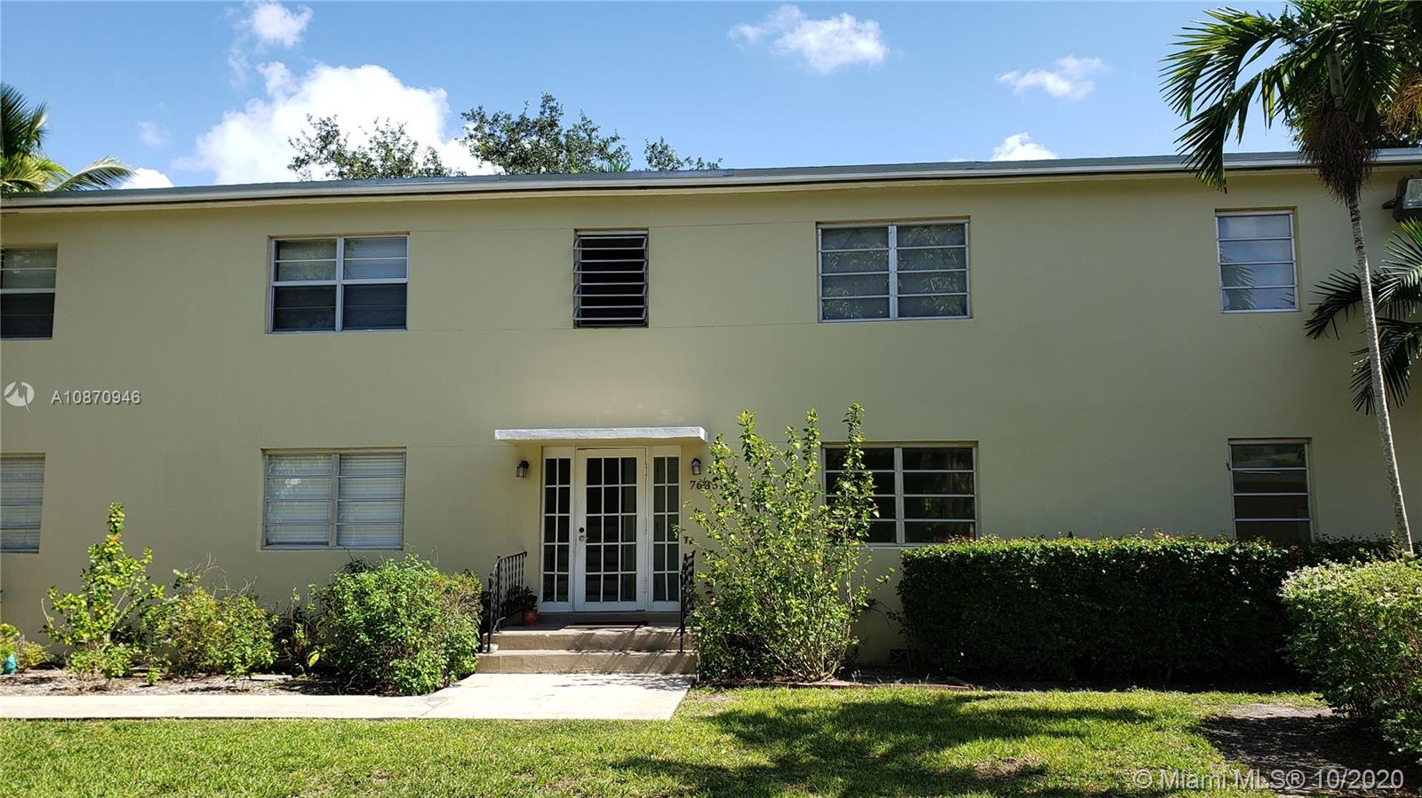 INVESTORS!!! This is a beautiful remodeled and maintained condo. 2 Bedroom/1 Bathroom. Centrally located in the heart of South Miami. Brand new bathroom, nice kitchen, wood floor throughout the unit, washer/dryer inside the unit. Freshly painted. Close to Sunset Place, shopping, restaurants and University of Miami. Low condominium Association fee. Community offers plenty of parking, swimming pool and beautiful landscaping. Unit is tenant occupied, please call/text listing agent for showing instructions. Great Neighborhood and great opportunity!!! Must see!!!