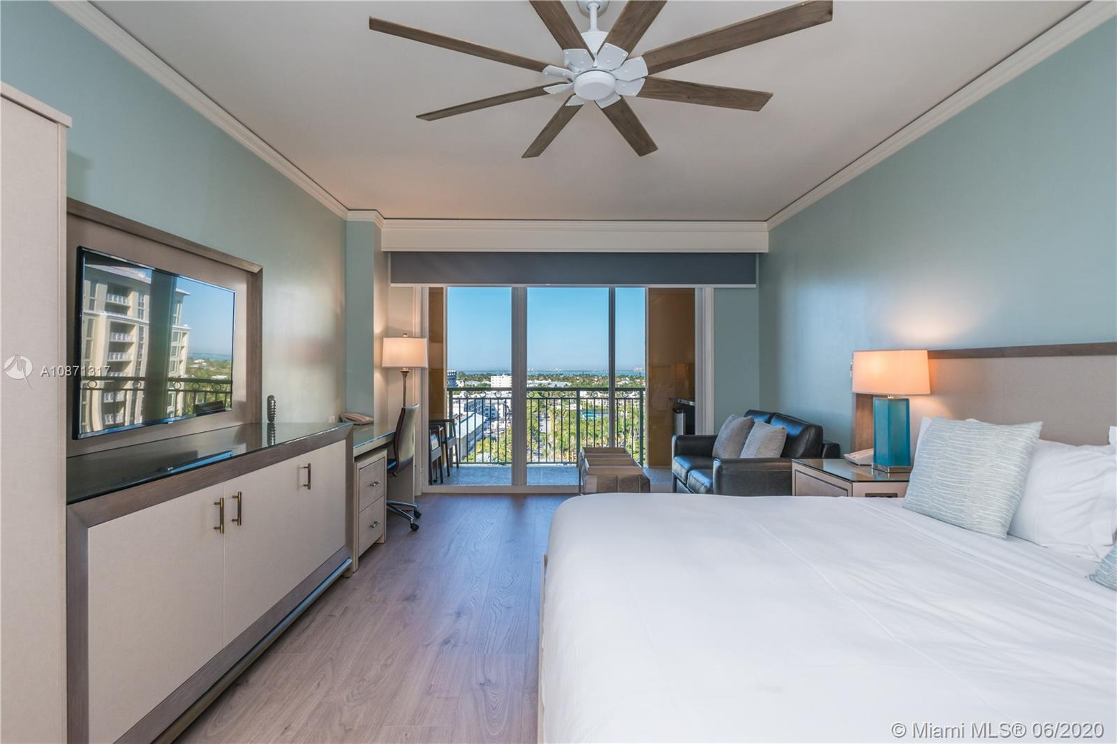 This is a great opportunity to rent an AMAZING STUDIO AT THE RITZ-CARLTON HOTEL in Key Biscayne. This is the best priced unit, has been renovated and is fully furnished. Enjoy your vacation in this luxurious condo hotel residence while having access to all of the hotel amenities.