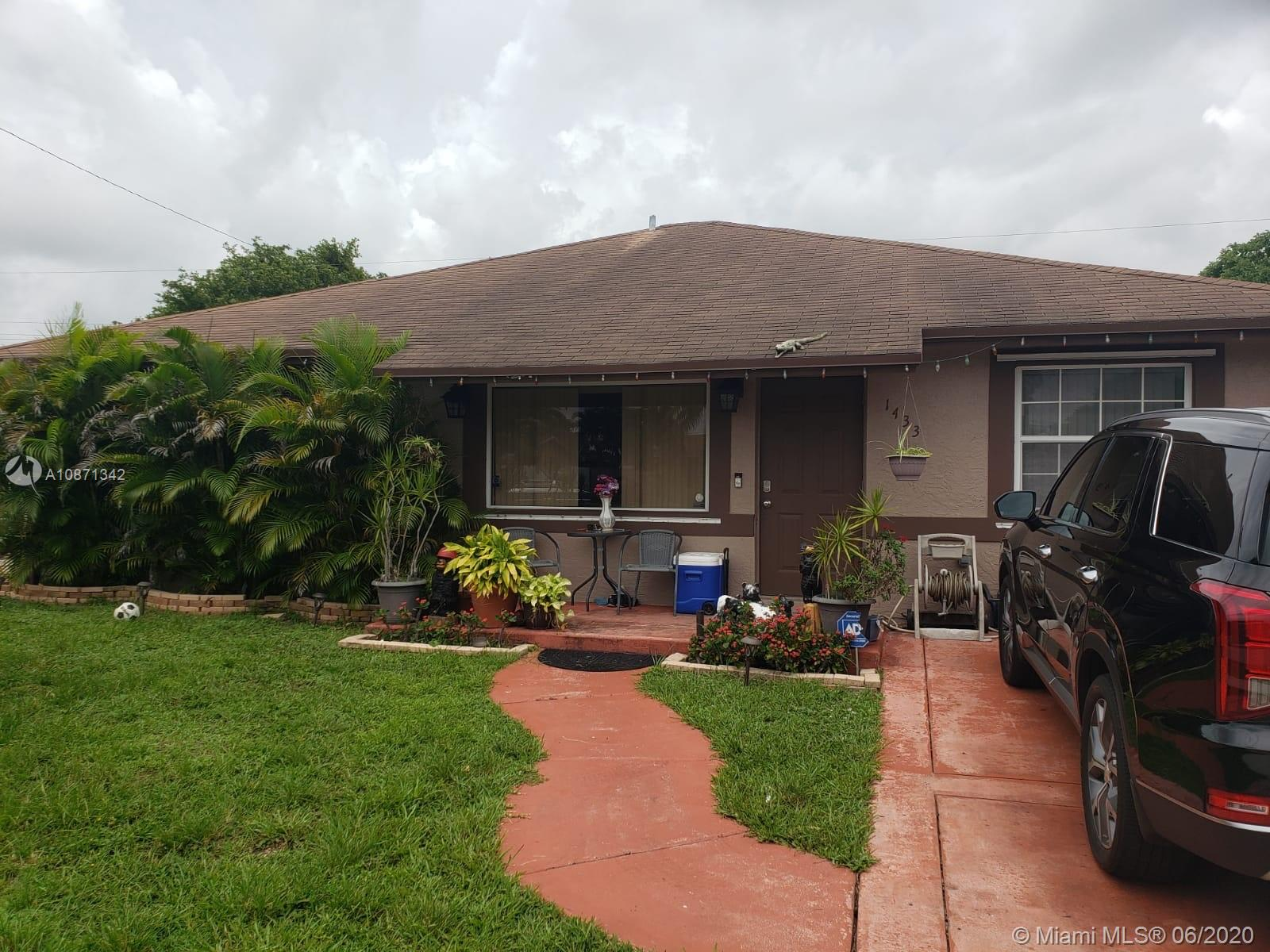 1433 SW 49th Ave  For Sale A10871342, FL