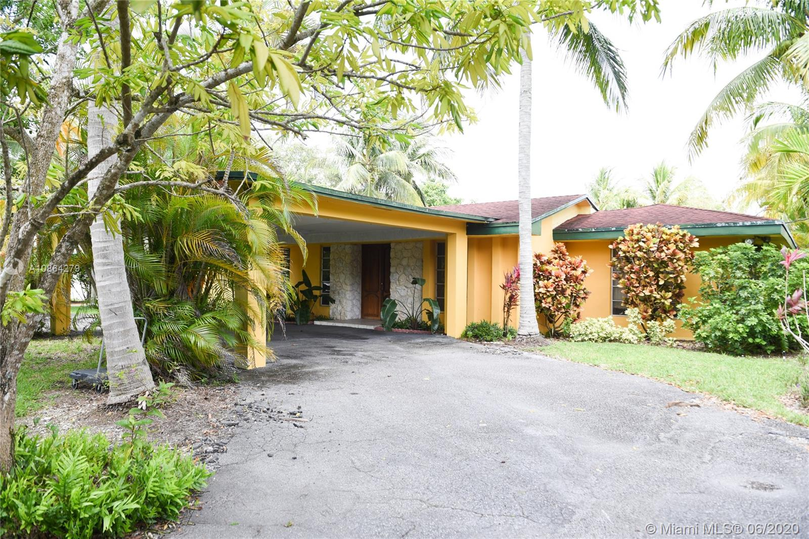 5900 SW 84th Ave  For Sale A10864279, FL