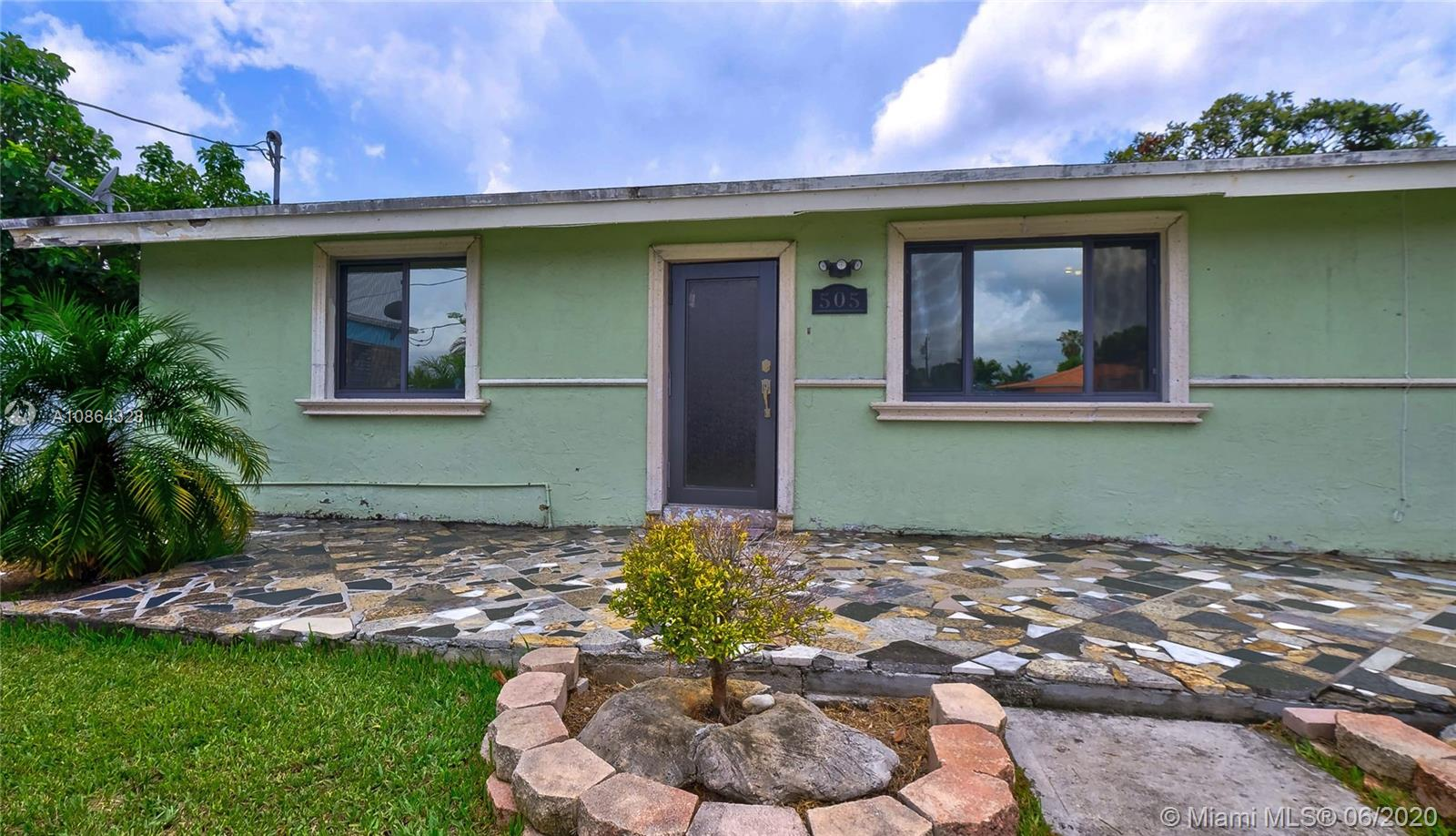 505 NW 7th St  For Sale A10864328, FL