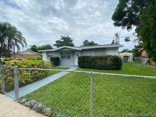 Beautifully remodeled 3/2 in the heart of Miami. Island Kitchen,new roof, modern bathrooms, all new flooring and huge back yard for weekend BBQ !!! Close to University of Miami, shopping malls, and highways. A Must see....