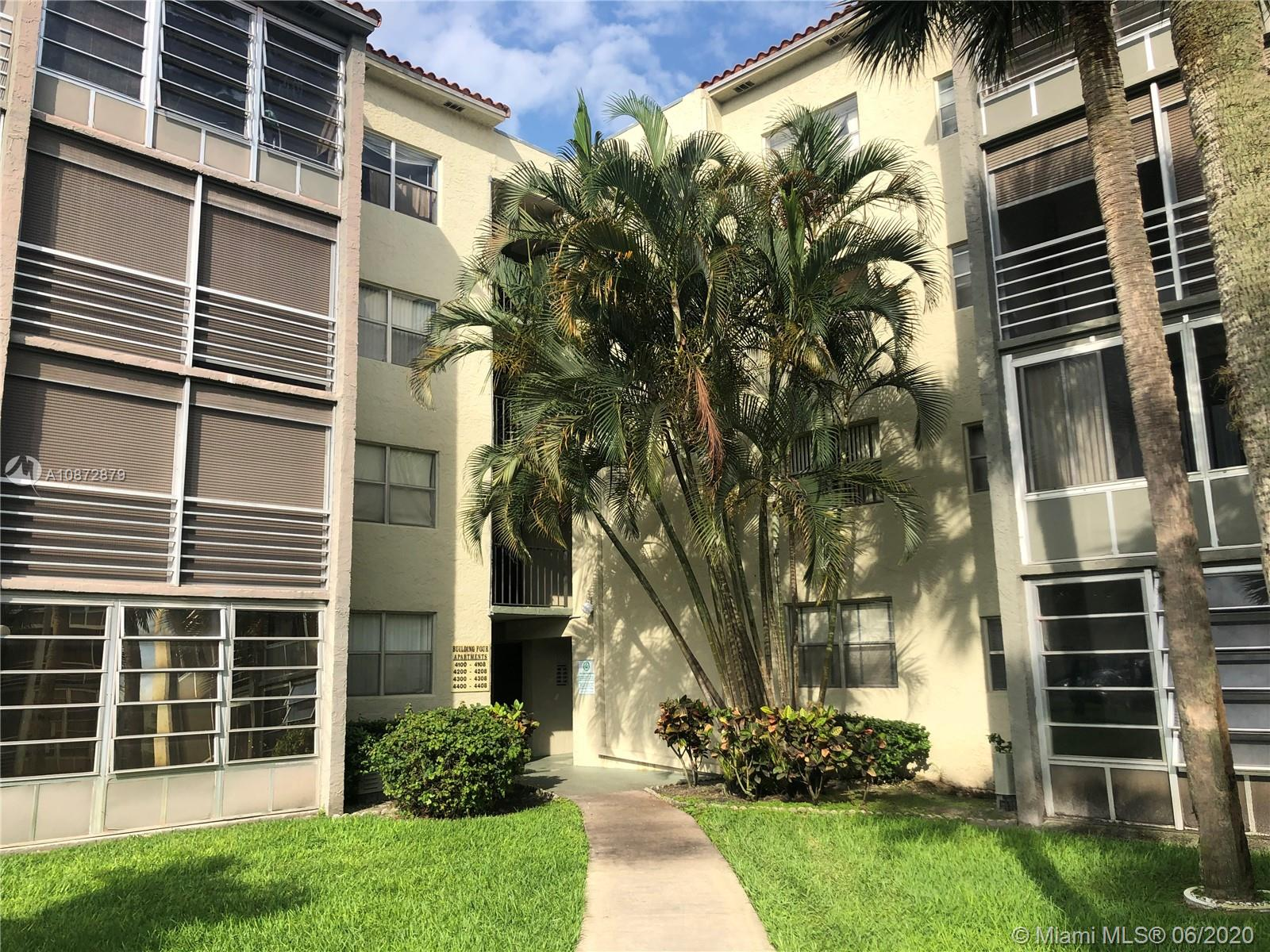 Beautiful Gated Community , spacious 2 bed / 2 bath , Upgrade kitchen  , Quiet building , walking distance to Hampton park , publix ,walmart Restaurants and more  , nicely maintenance ,club house, pool , association fee include cable , water, trash ,insurance  and all amenities . You can rented right way , No Aged Restrictions .