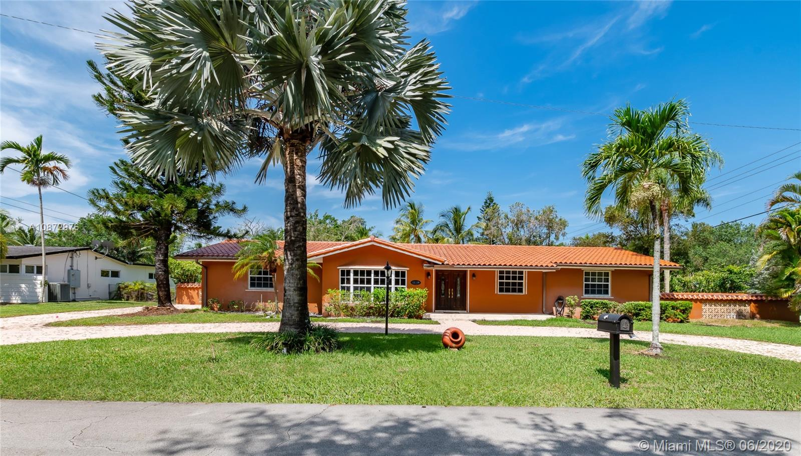 10400 SW 70th Ave #- For Sale A10872976, FL