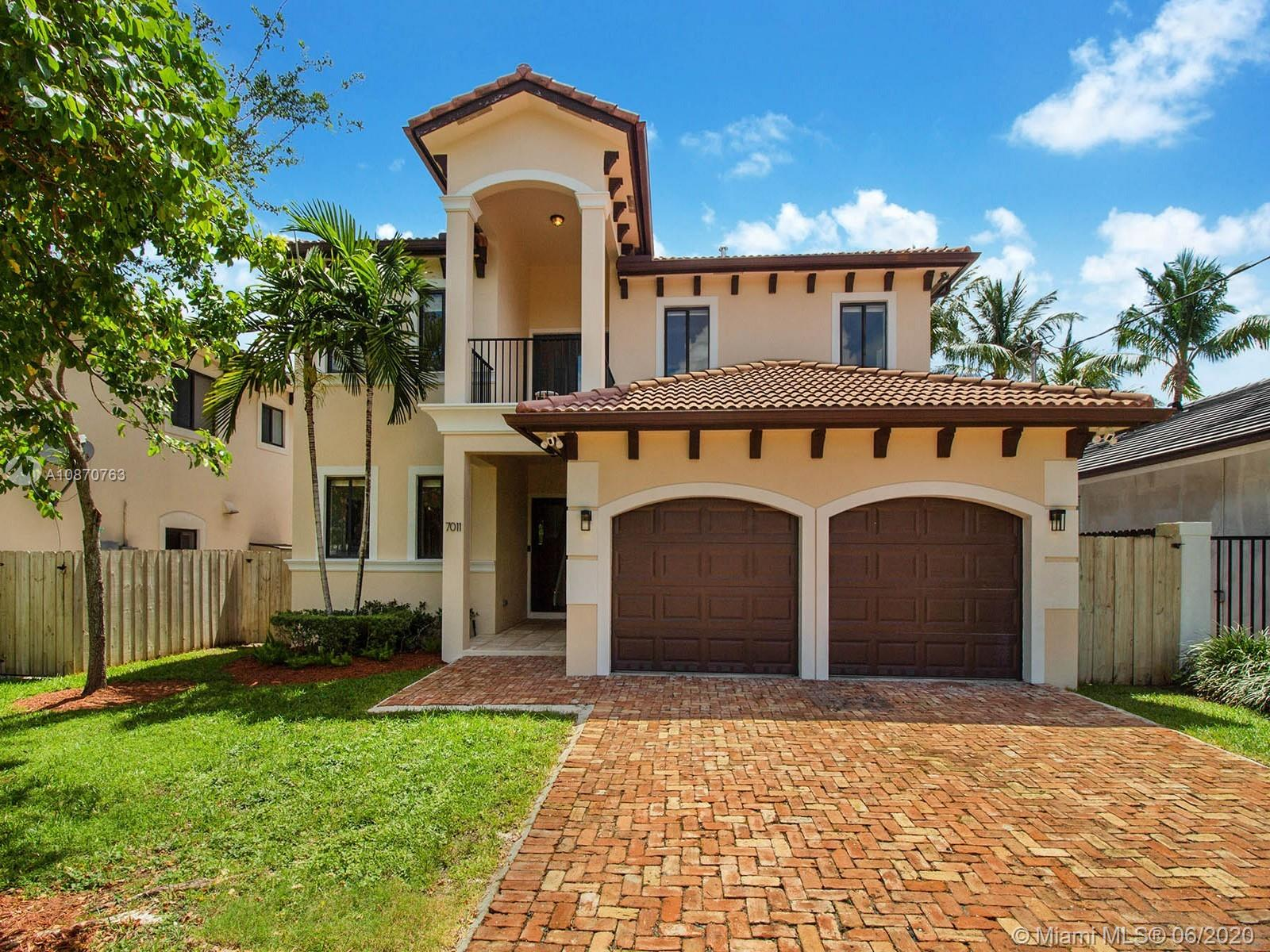7011 SW 83 Place  For Sale A10870763, FL