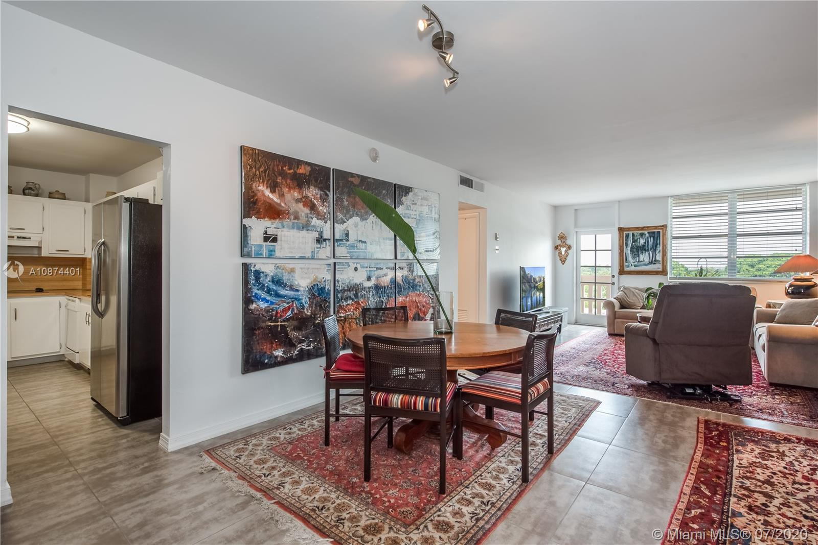 90  Edgewater Dr #811 For Sale A10874401, FL