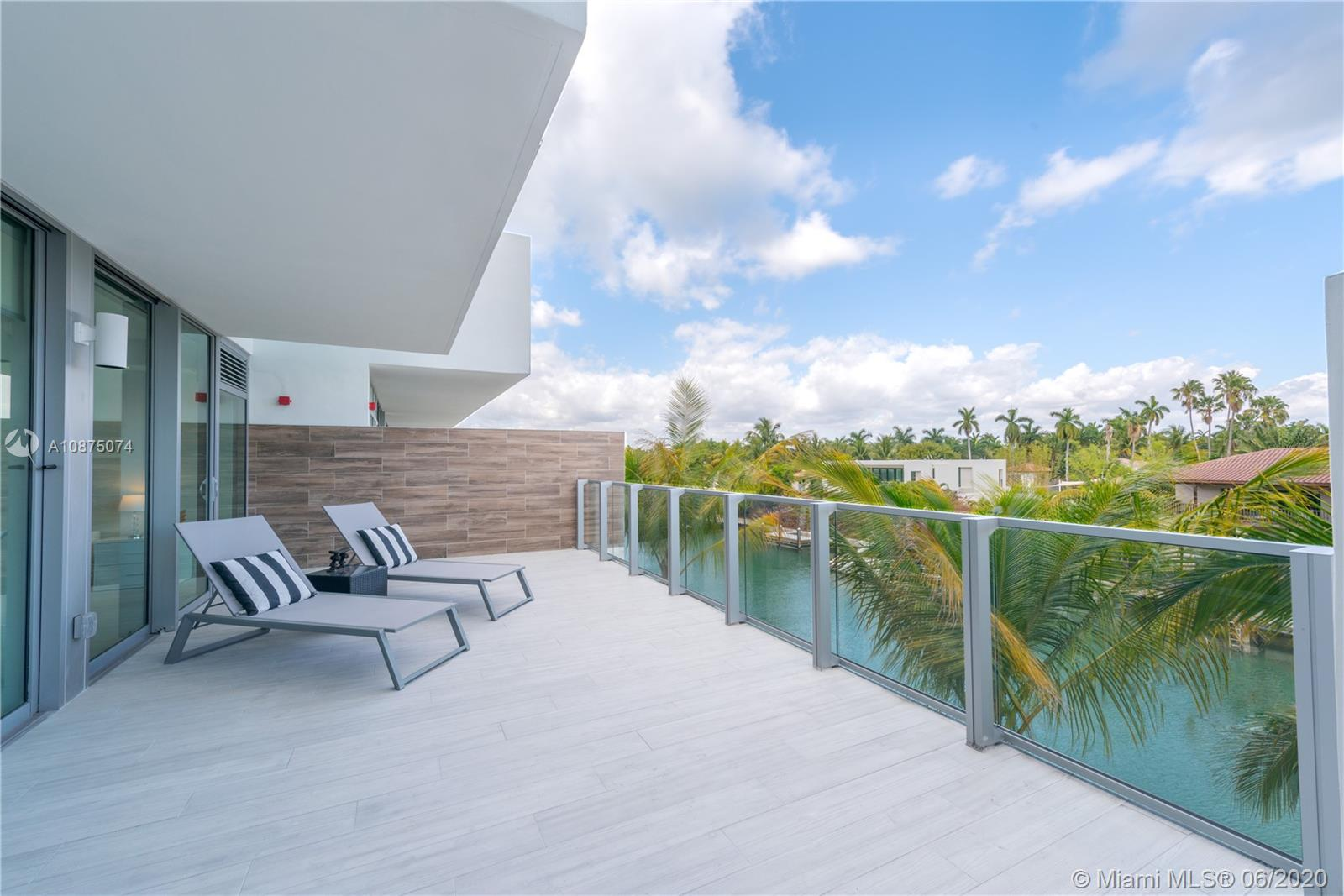 1201  20th St #402 For Sale A10875074, FL