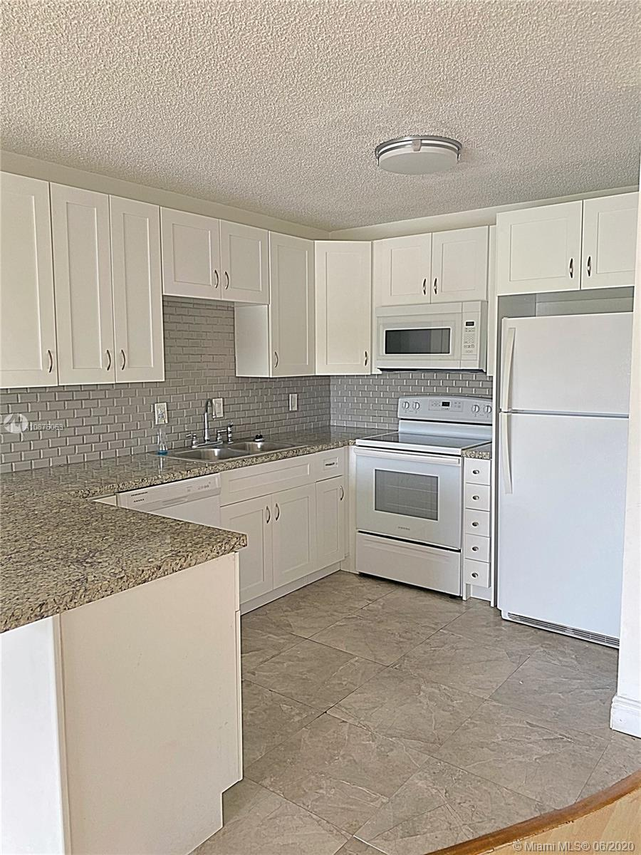 8005  Lake Dr #311 For Sale A10875063, FL