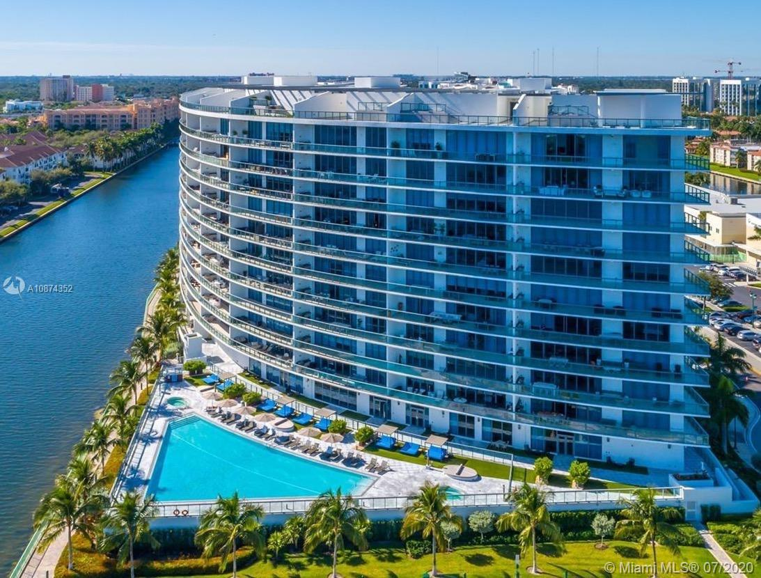 Spectacular and exclusive luxury apartment in one of the best condos in Miami with amazing ocean views, independent pool and tan area, BBQ area, private access and the best social areas.