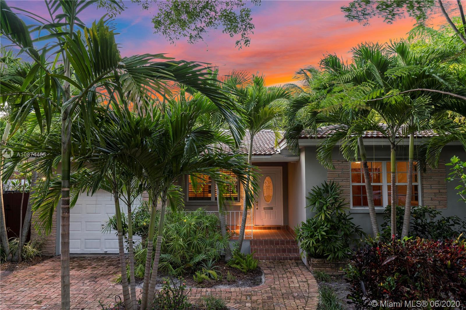 Charming house in super trendy and desirable Belle Meade gated community.  Home is open & spacious w/tons of natural light.  Great floor plan. 2 bedroom - 2 bath home. Open living/dining room to updated kitchen.  Great florida room that leads to an amazing covered backyard.  Lush landscaping throughout. Beautiful pond w/waterfall that makes this a zen retreat.  Home exudes charm and it's ideal for entertainment.  Master bedroom has it's own private deck.  One car garage.  Make this your dream home. A must see!