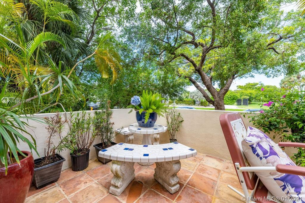 2463  Pine Tree Dr #4 For Sale A10872135, FL