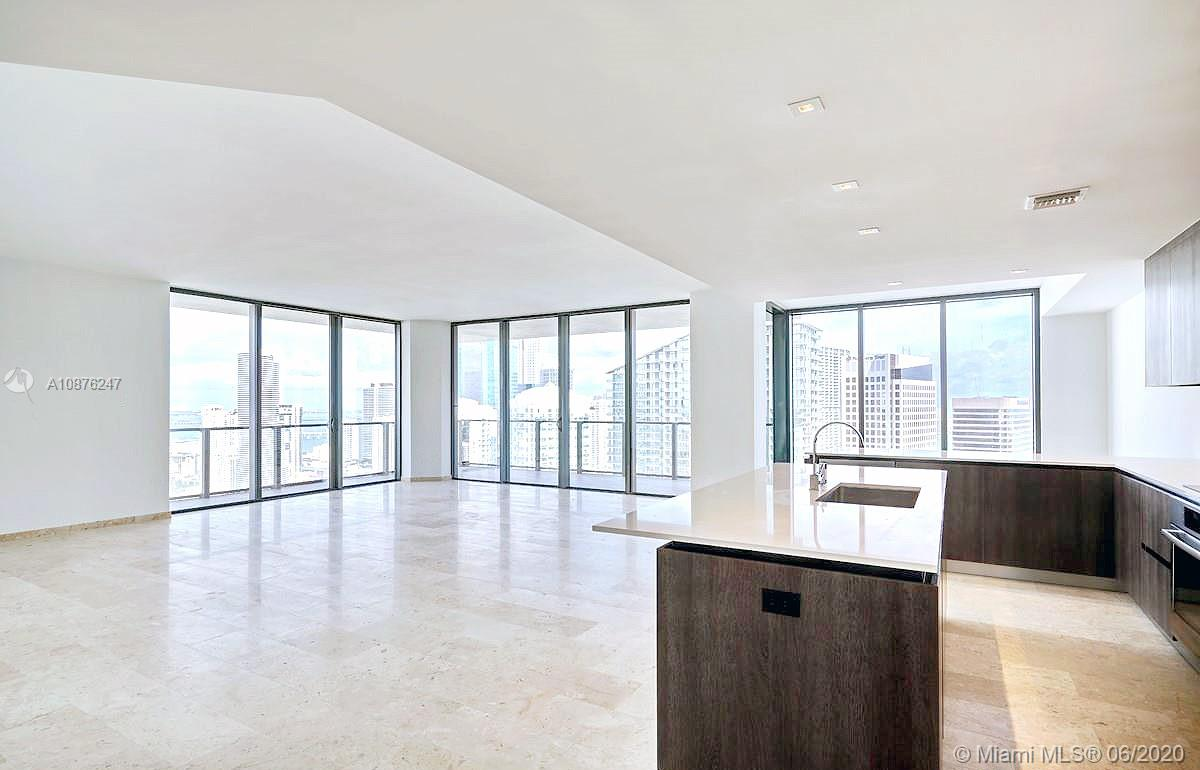 88 SW 7th St #3811 For Sale A10876247, FL
