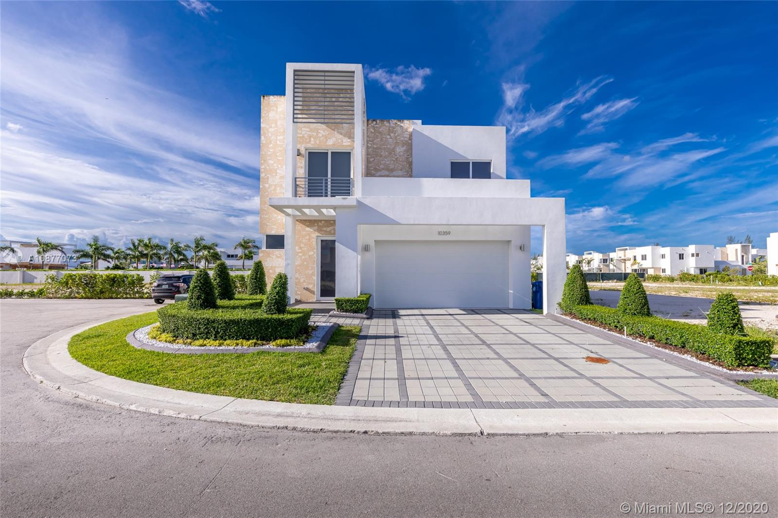 Modern-Luxurious house in doral, in gated community,24 hour security, pool, extra patio lot, cabana bath,  exclusive community 80 houses, close to highways and schools, POOL, CLUB HOUSE and more.
