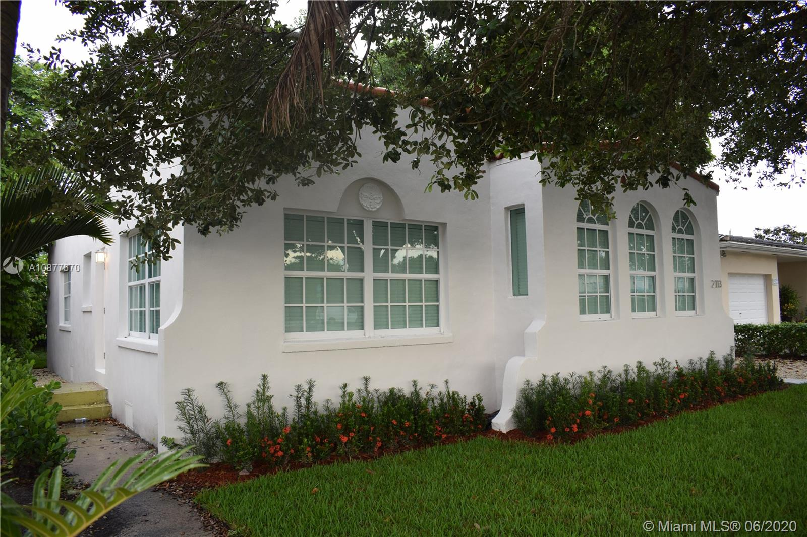 2113 SW 57th Ave  For Sale A10877370, FL