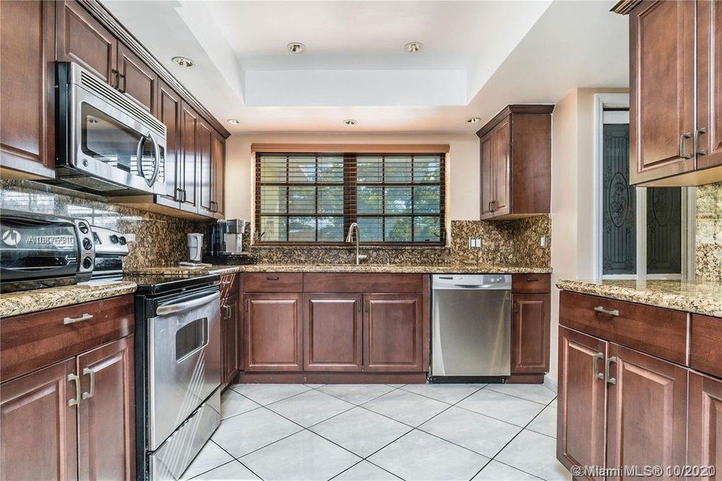 19310 NE 19th Avenue  For Sale A10876510, FL