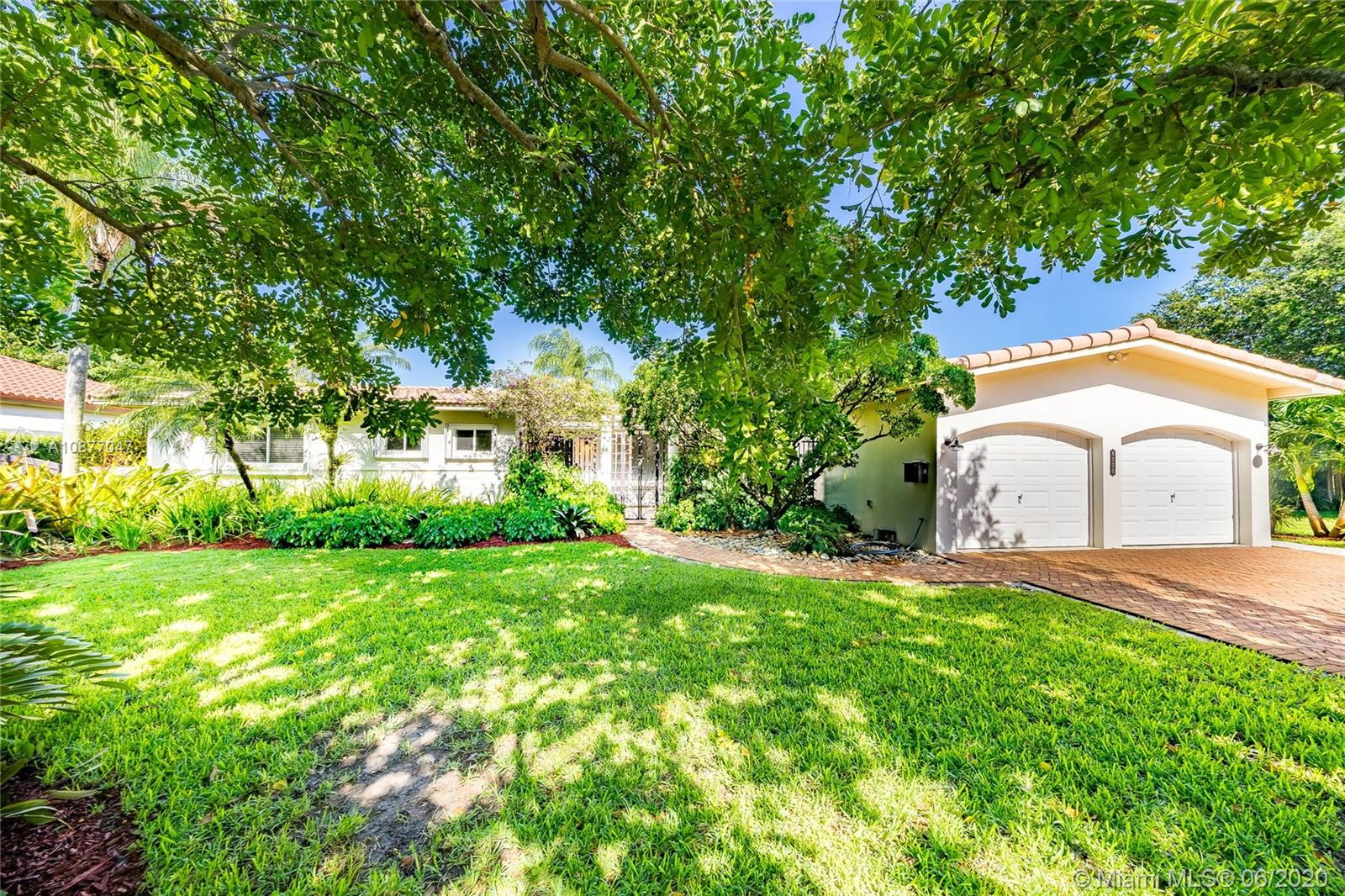 8320 SW 62 Ave  For Sale A10877047, FL