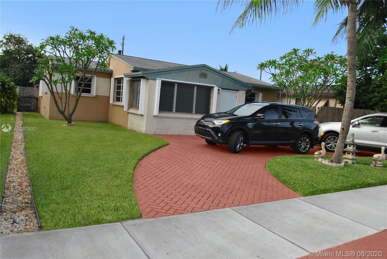2415  Roosevelt St  For Sale A10878001, FL