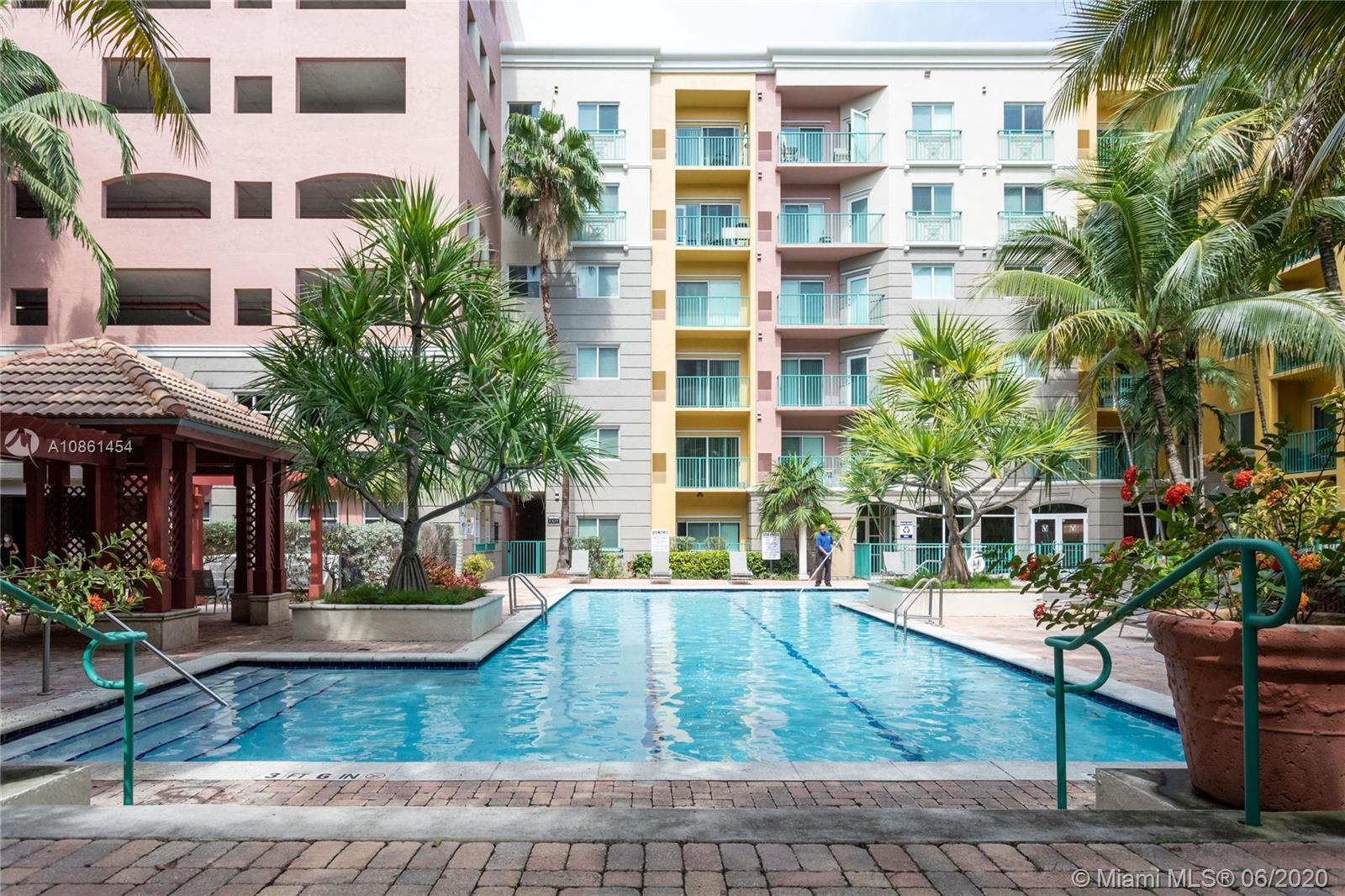 6001 SW 70th St #211 For Sale A10861454, FL