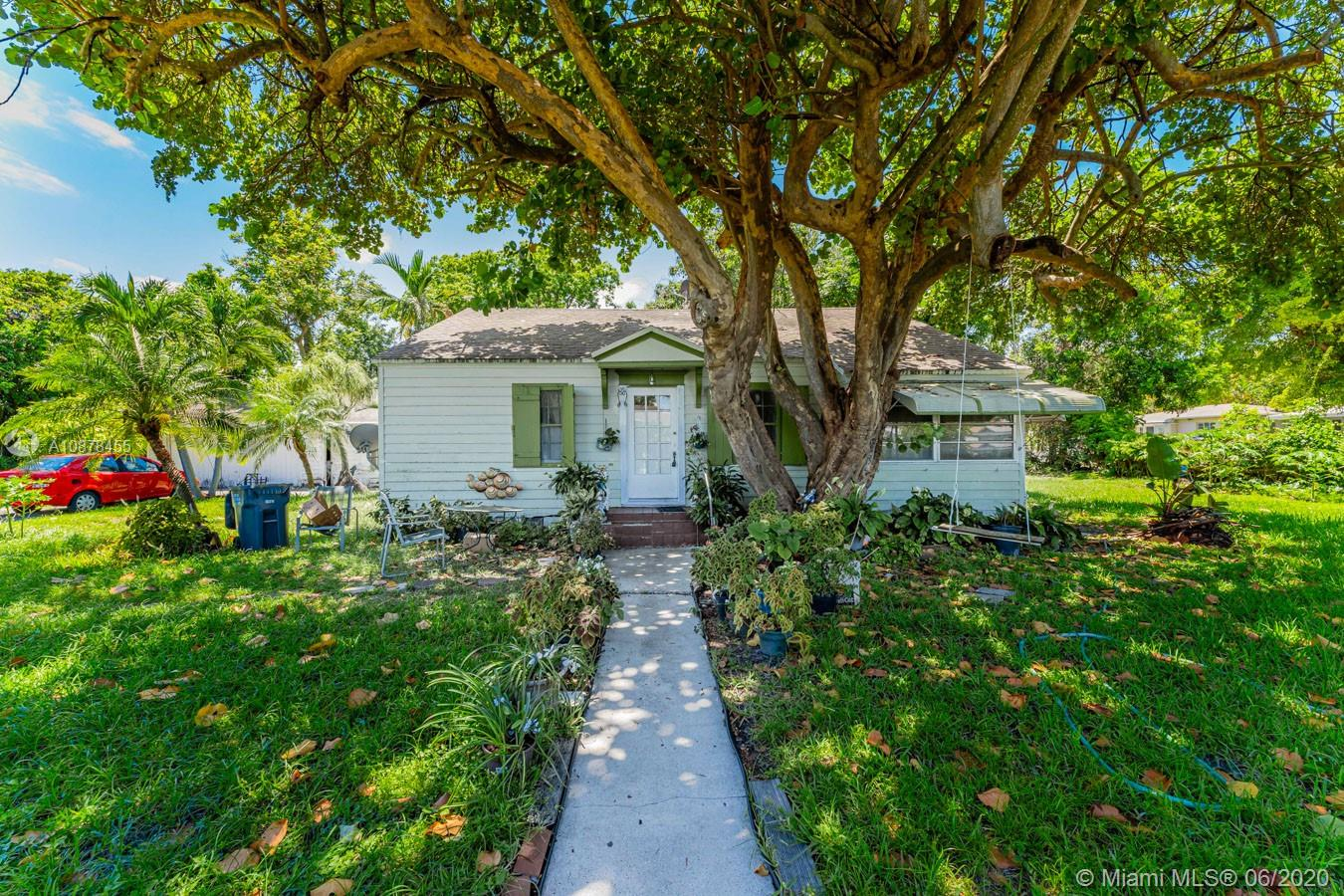 602 S 24th Ave  For Sale A10878455, FL