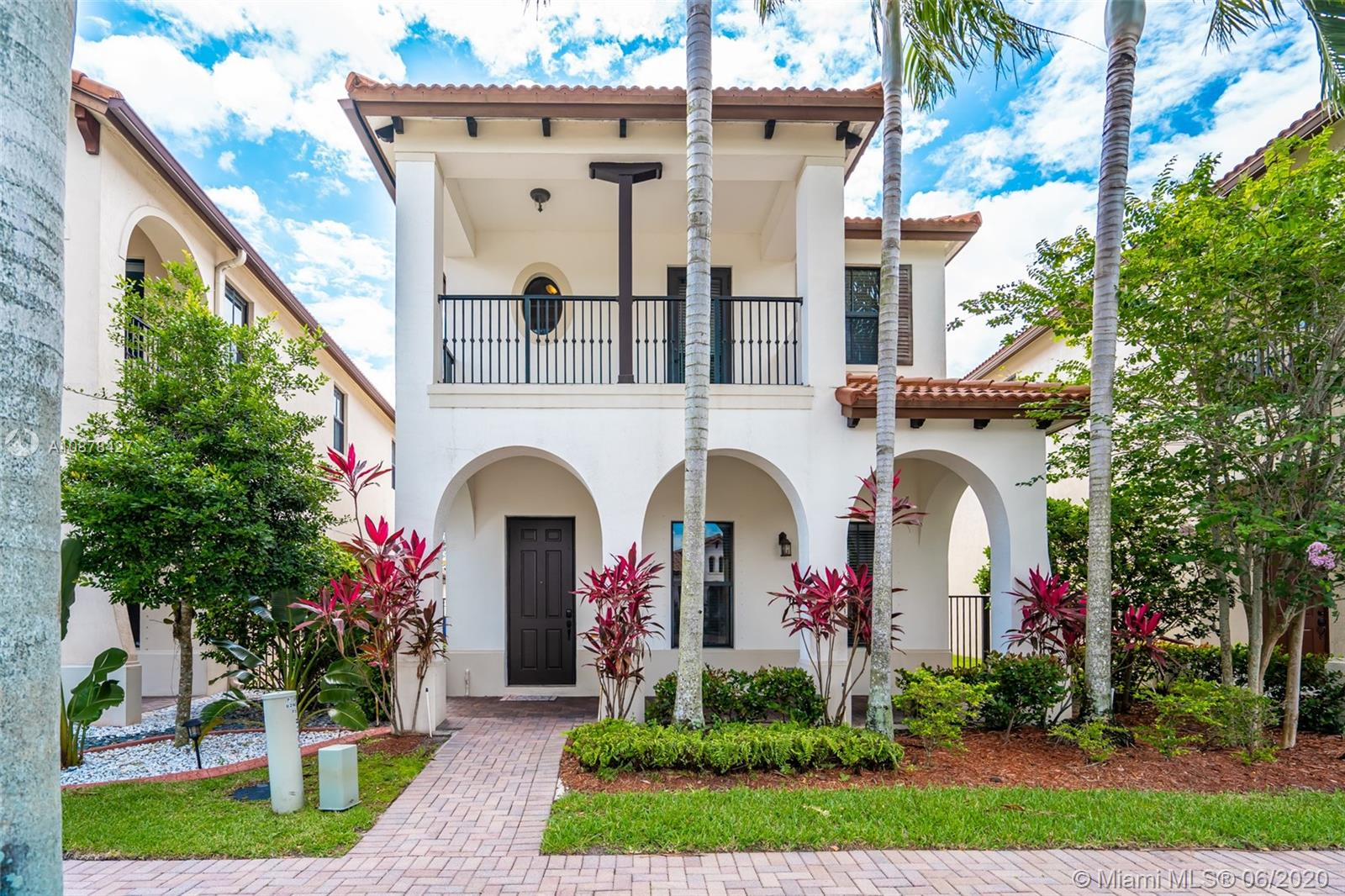 3925 NW 82nd Way  For Sale A10878427, FL