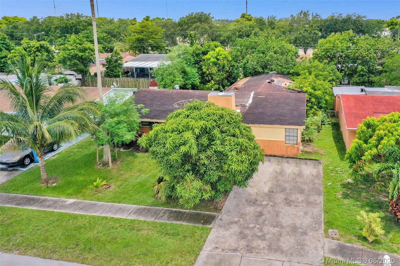 6910 SW 28th St  For Sale A10878785, FL
