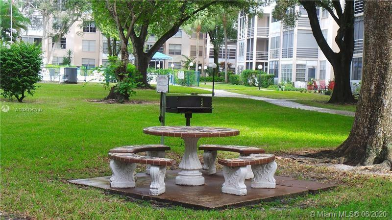 SELLER FINANCIAL AVAILABLETHE BEST PRICE UNIT FOR SELL 2 BEDROOMS 2 BATHROOMS A VERY DESIRABLE HOPA ( 55+) COMMUNITY FROM FLORIDA MEDICAL CENTER , TILE THROUGHOUT . UNIT LOCATED IN TE 2ND FLOOR WITH PARKING , ENCLOSED BALCONY OVERLOOKING THE GARDEN .