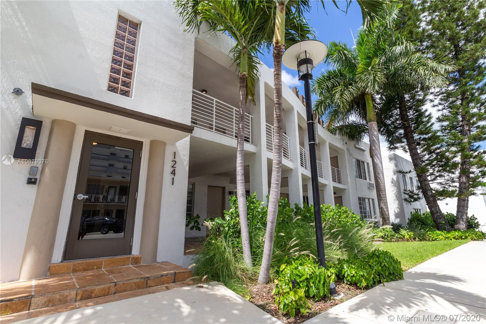 1241  14th St #5 For Sale A10879376, FL